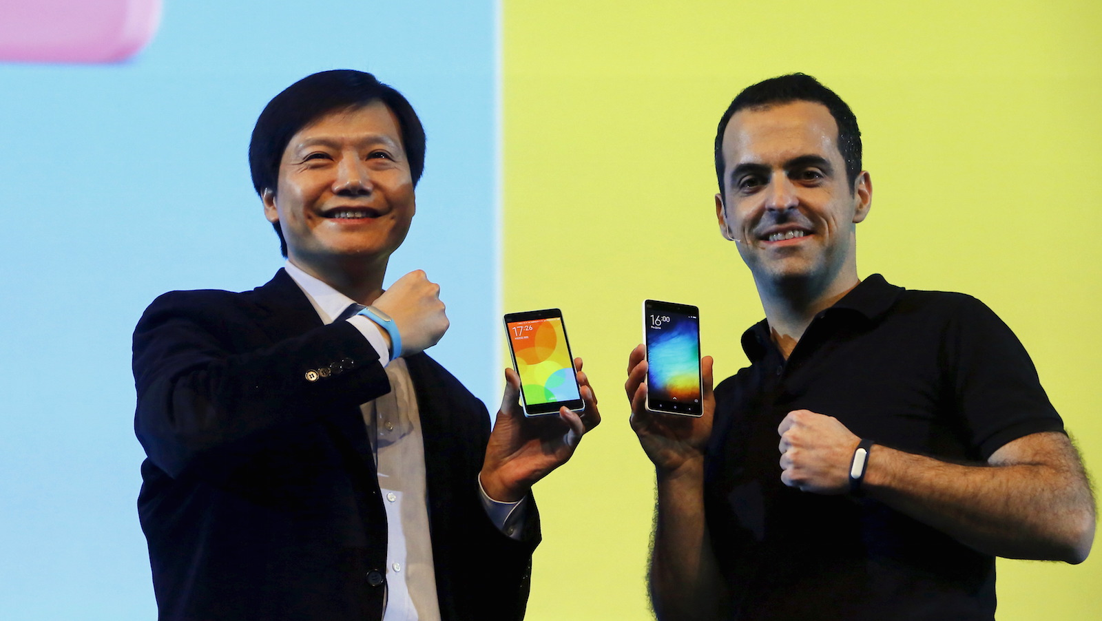 Lei Jun (L), founder and chief executive officer of Xiaomi, and Hugo Barra, Xiaomi's vice president of international operations, display Mi 4i phones during its launch in New Delhi April 23, 2015. Xiaomi Technology - the fast-growing No.3 global smartphone maker valued at $45 billion after a December funding round - hosted its first global launch outside of China in New Delhi on Thursday, unveiling its feature-heavy Mi 4i model that supports six Indian languages at 12,999 rupees ($205).