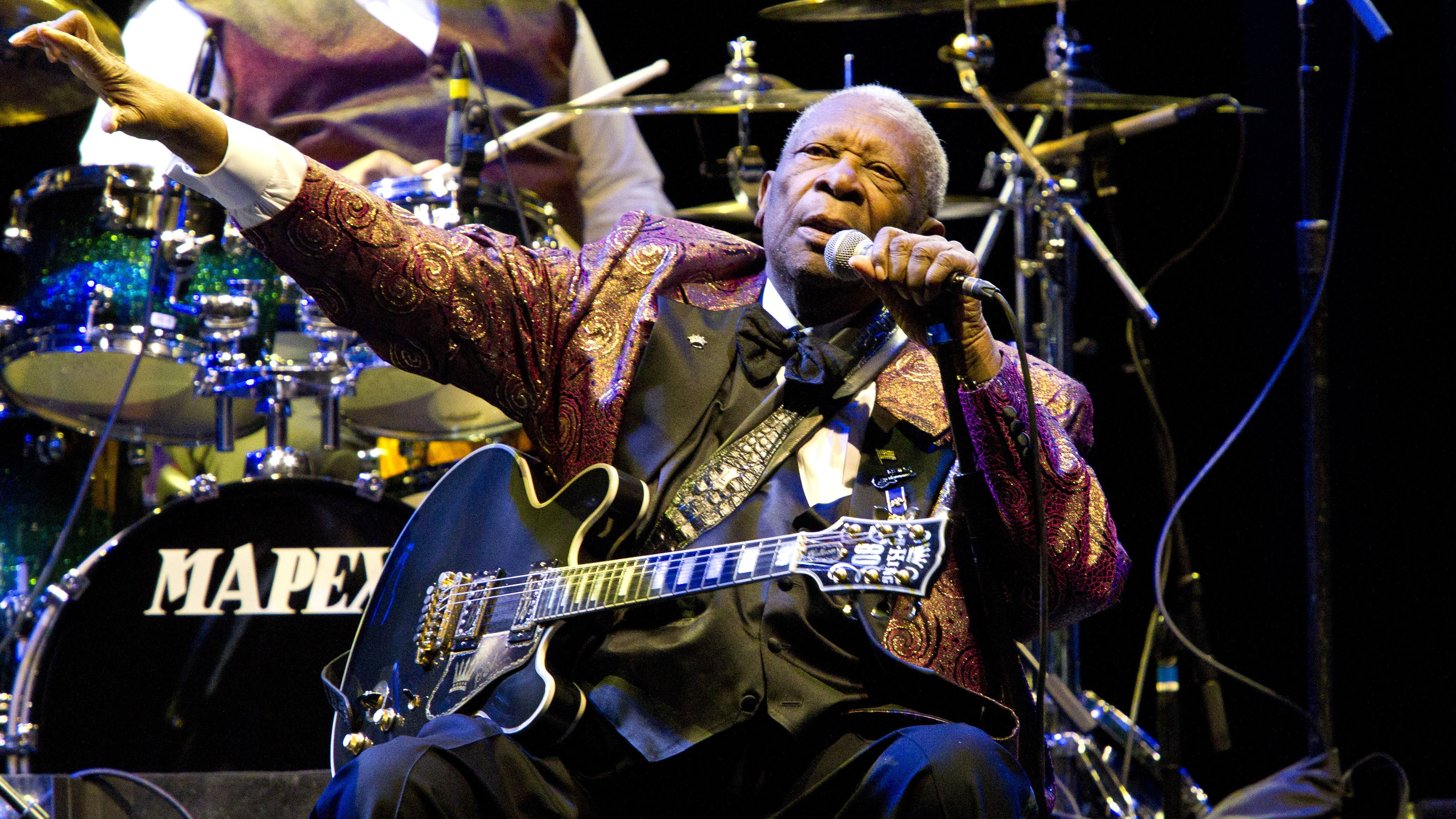 BB King performs at Club Nokia on November 11, 2011 in Los Angeles (Photo by Paul A. Hebert/Invision/AP)