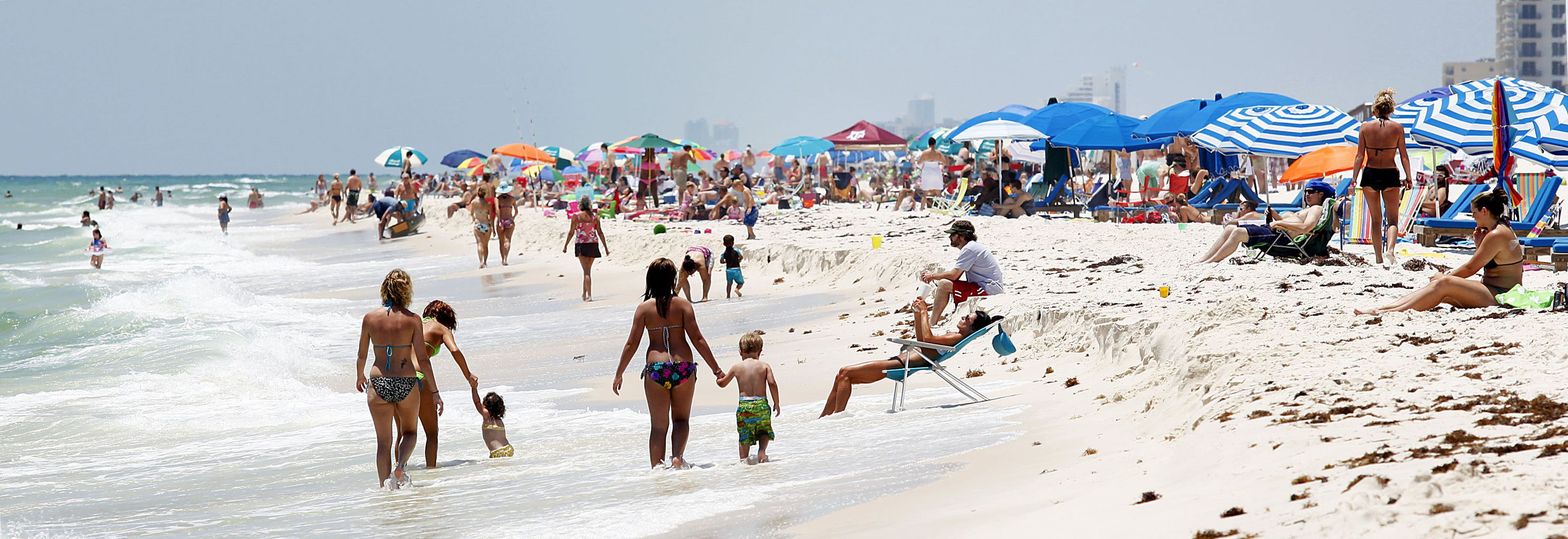 Tourists crowd the beach in Perdido Key, Florida May 19, 2012. Two years after a history-making offshore oil well explosion devastated tourism in the region, the Gulf Coast is a hot destination once again, thanks in part to millions of dollars worth of promotion funded by the well's owner, BP PLC. Now tourism marketers from Louisiana to Florida are scrambling to maintain the momentum and find revenue sources for future campaigns. Picture taken May 19, 2012.  REUTERS/Sean Gardner (UNITED STATES - Tags: TRAVEL ENVIRONMENT SOCIETY BUSINESS ENERGY) - RTR32PDW