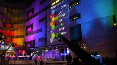 The results of exit polls are projected on to the side of Broadcasting House, the headquarters of the BBC, after voting closed in Britain's general election, in central London, May 8, 2015.