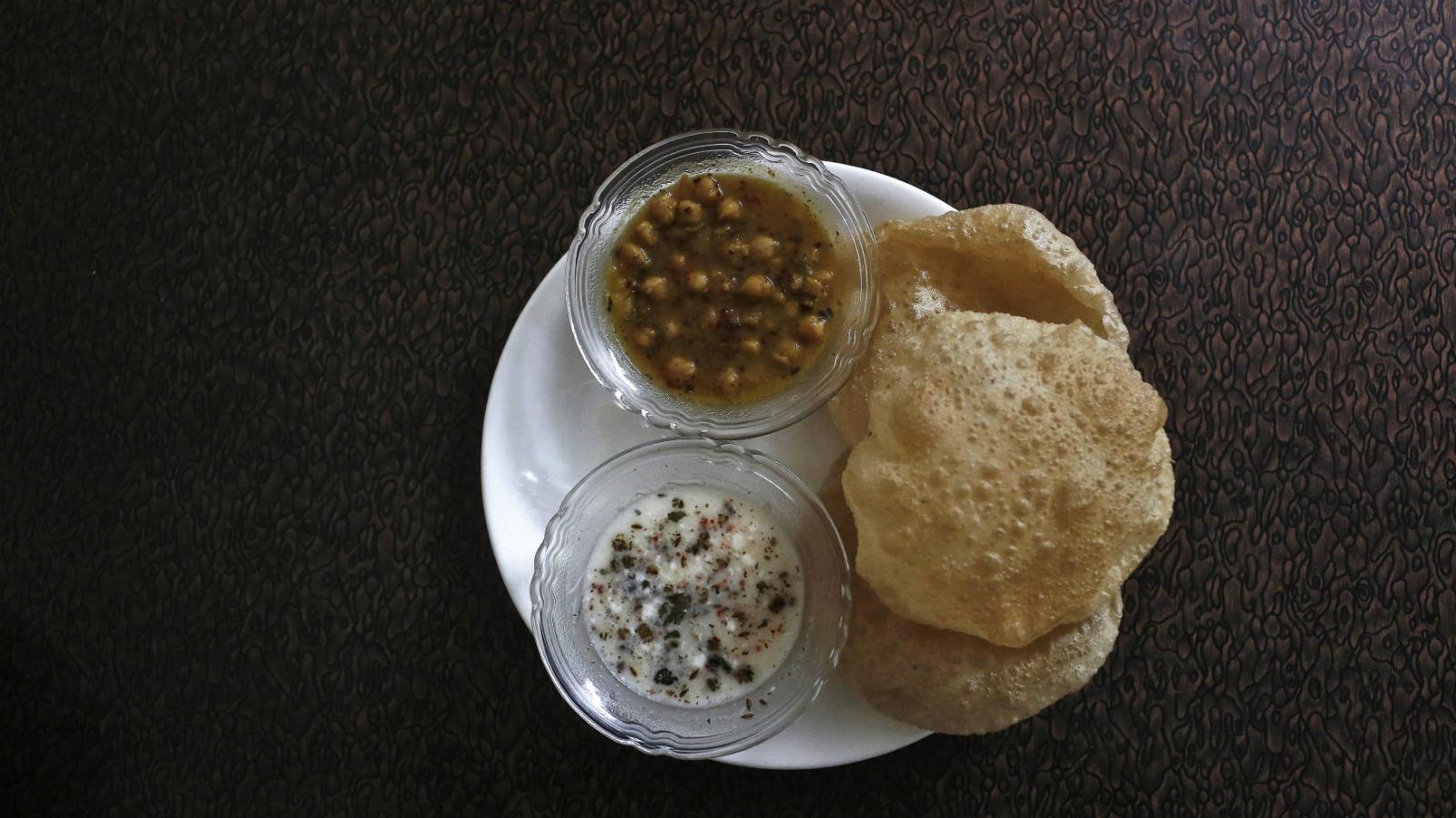 India-hand-food