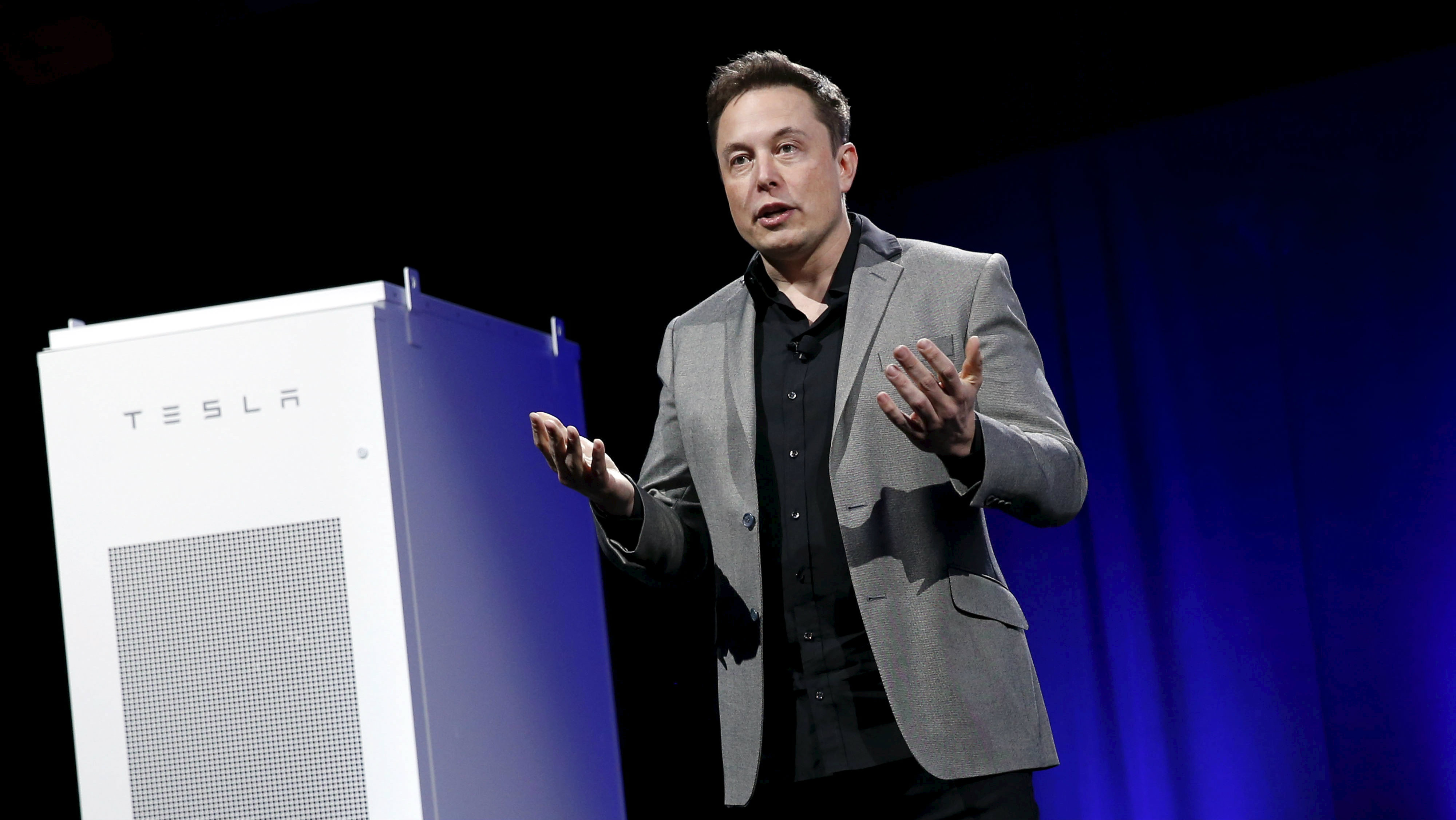 Tesla Motors CEO Elon Musk reveals a Tesla Energy battery for businesses and utility companies during an event in Hawthorne, California April 30, 2015.