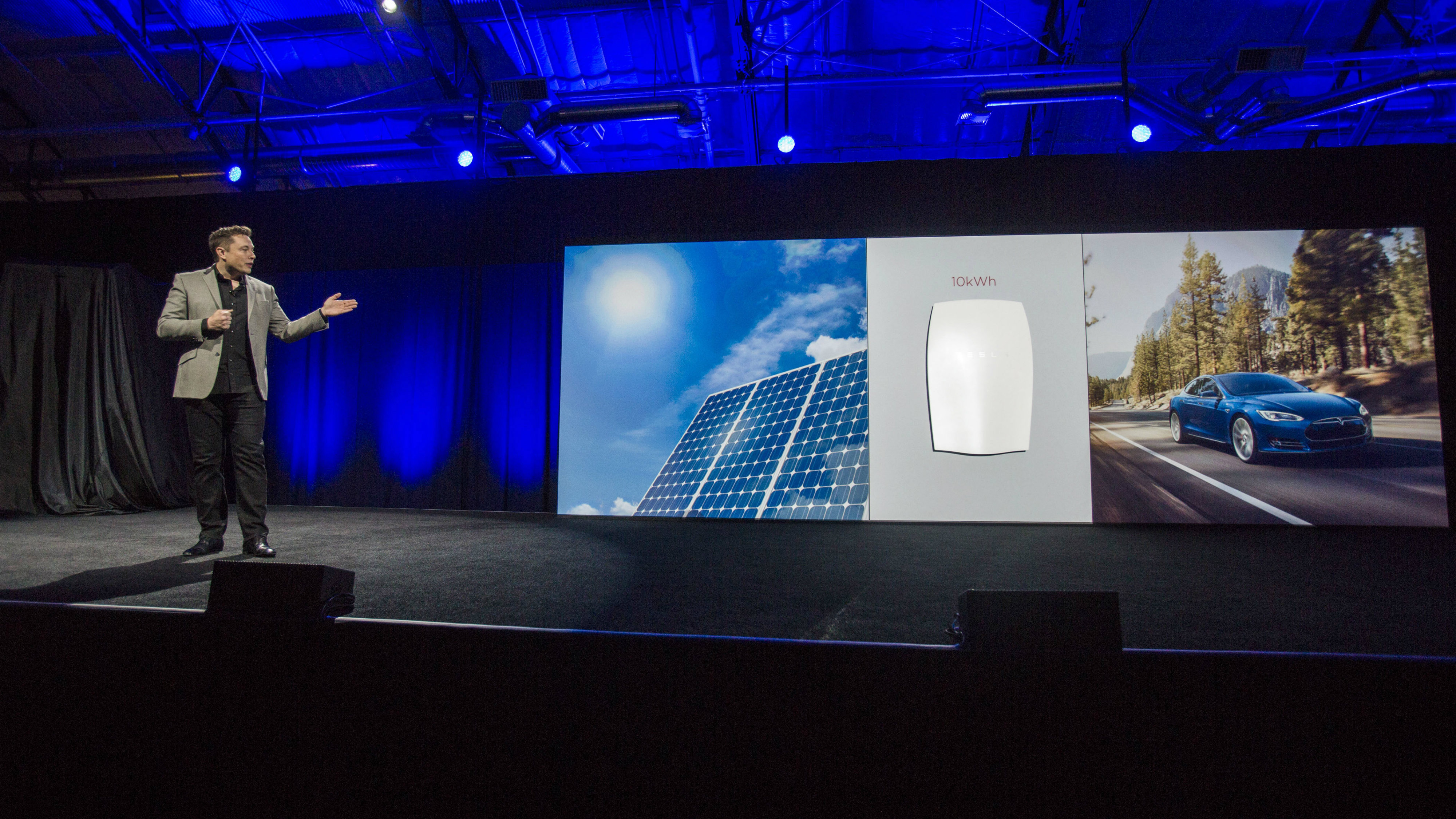 "Elon Musk, CEO of Tesla Motors Inc., unveils the company's new product called ""Powerwall"" in Hawthorne, Calif., Thursday, April. 30, 2015."