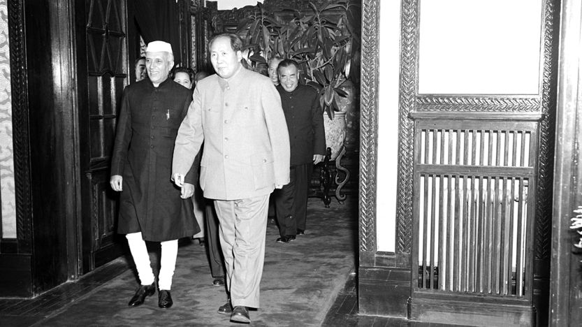 Banquet by the Chairman of the PR of China, Mr. Mao Tse-tung, at Peking, on October 23, 1954, in honour of the Prime Minister's visit: Picture shows Shri Jawaharlal Nehru being led to the Banquet Hall by Mao Tse-tung.
