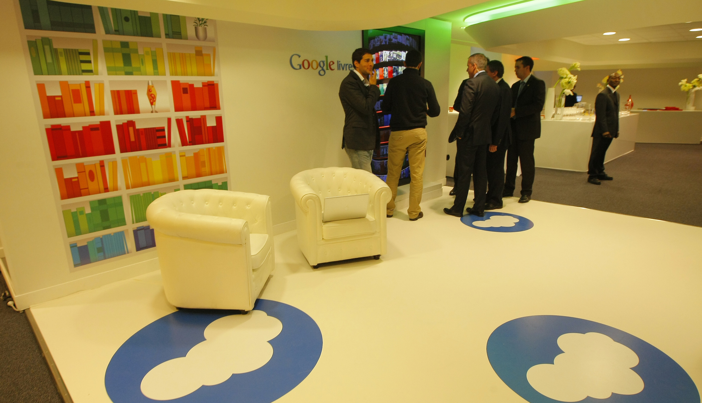Inside view of the new headquarters of Google France before its official inauguration in Paris December 6, 2011.   REUTERS/Jacques Brinon/Pool  (FRANCE - Tags: POLITICS BUSINESS) - RTR2UWSC