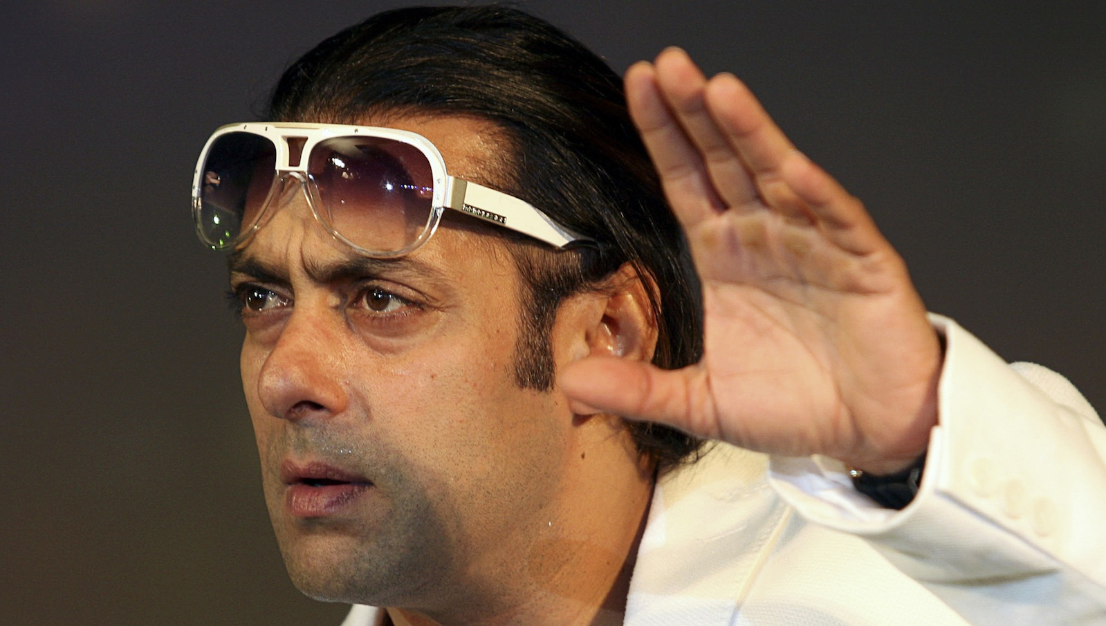 Bollywood actor Salman Khan speaks to the media at the launch of the second season of TV quiz show Dus Ka Dum in Mumbai May 21, 2009.