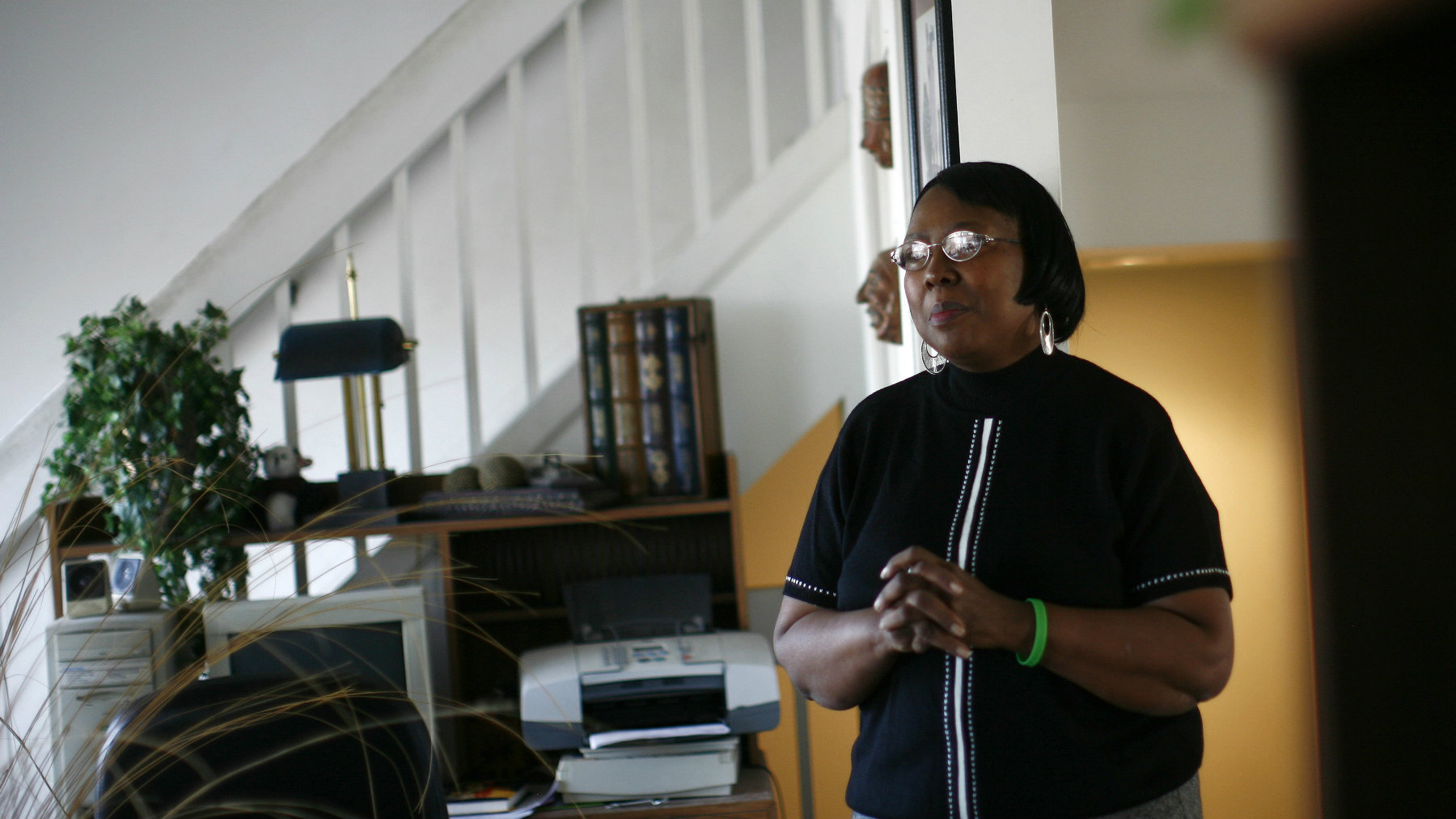 Lorene Parker stands at her house, which is in foreclosure, in Detroit December 11, 2008. Parker fell behind on her mortgage with Bank of America when she had large medical bills from heart and liver double transplant. Parker's home is in foreclosure and scheduled for sheriff sale on Thursday in court. REUTERS/Carlos Barria (UNITED STATES)