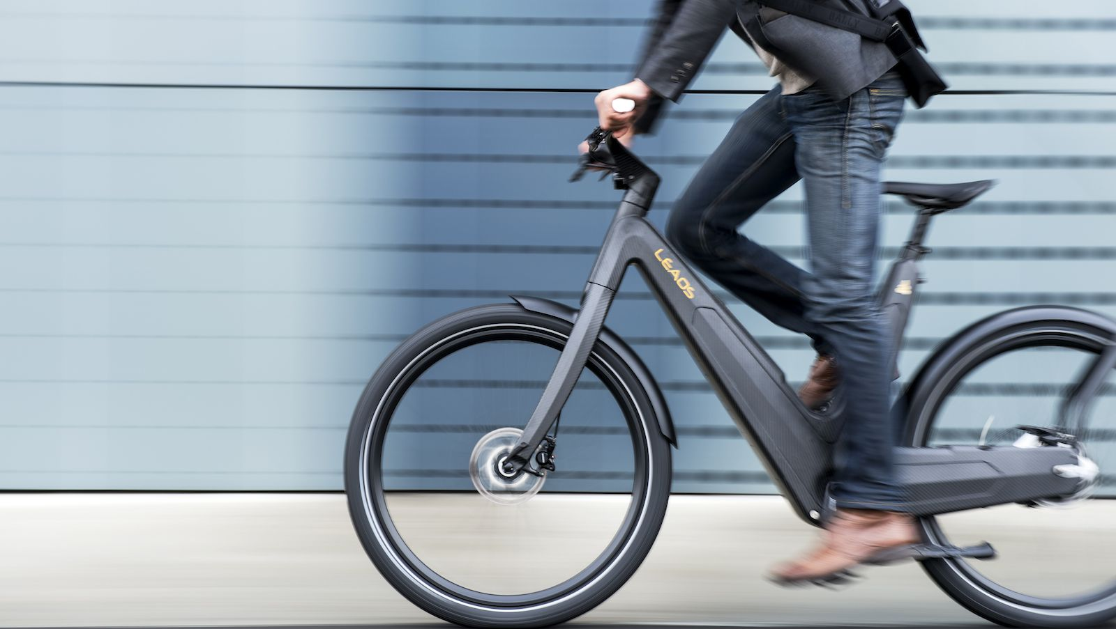 Man riding Leaos electric bicycle