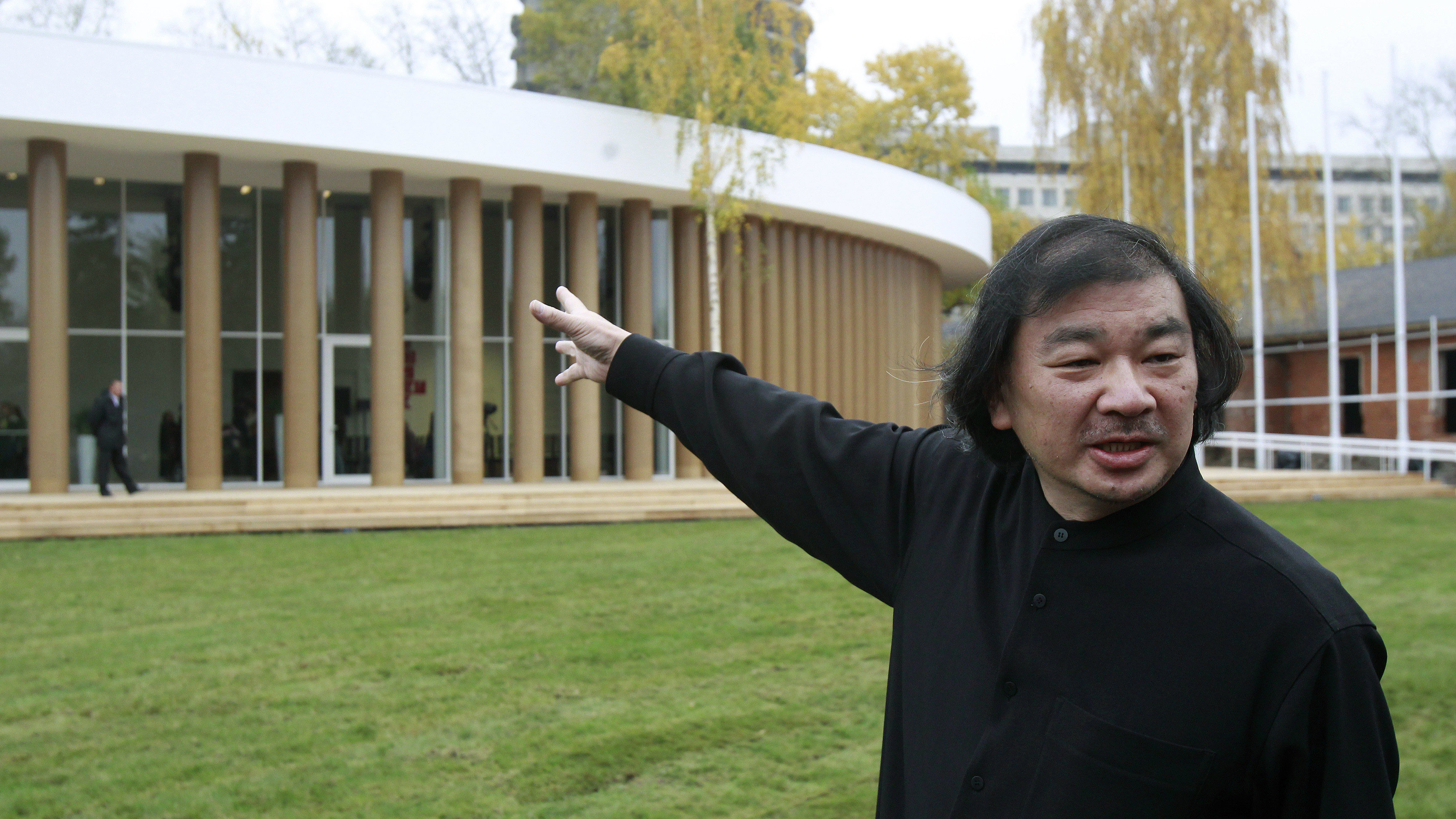 Japanese architect Shigeru Ban points the temporary pavilion he designed for Garage Center Of Contemporary Culture during an opening ceremony at Gorky Park in Moscow, October 19, 2012. REUTERS/Sergei Karpukhin (RUSSIA - Tags: SOCIET