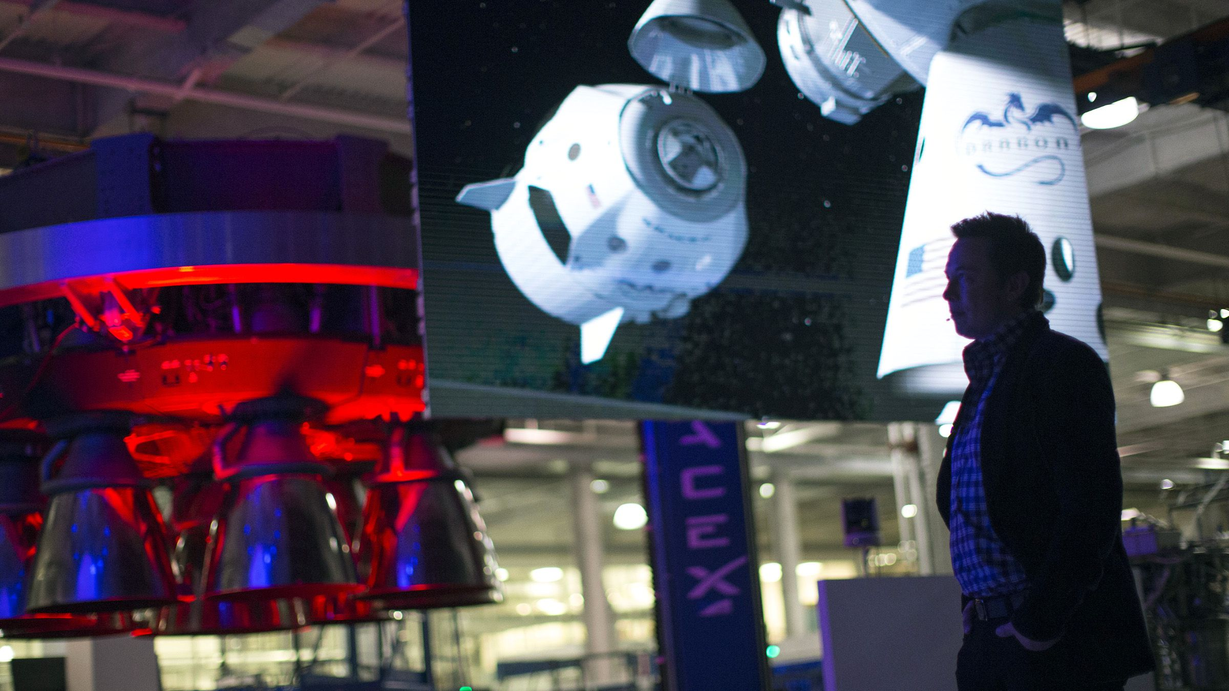 SpaceX CEO Elon Musk (R) introduces a video after unveiling the Dragon V2 spacecraft in Hawthorne, California May 29, 2014. Space Exploration Technologies, or SpaceX, on Thursday unveiled an upgraded passenger version of the Dragon cargo ship NASA buys for resupply runs to the International Space Station.