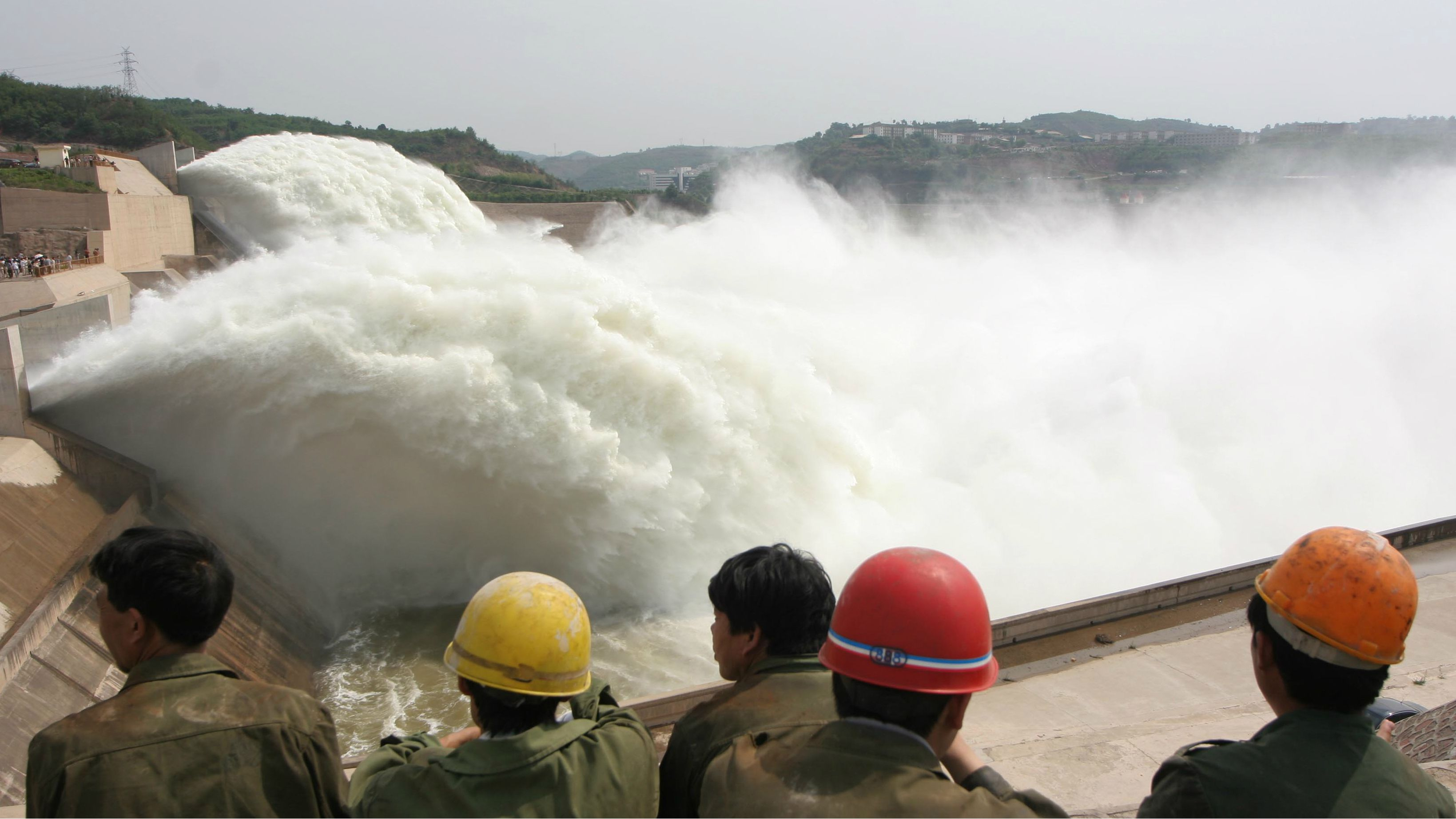 DATE IMPORTED:June 16, 2005Chinese residents look at water discharged from the Xiaolangdi Reservoir on the Yellow River June 16, 2005. About 2,900 cubic meters per second of water will gush out of the reservoir in the next 15-20 days to wash the sands in the riverbed into the sea. The water level in the reservoir is then expected to drop 27 meters (29.5 yards) to prepare in advance for possible flooding. CHINA OUT REUTERS/China Newsphoto