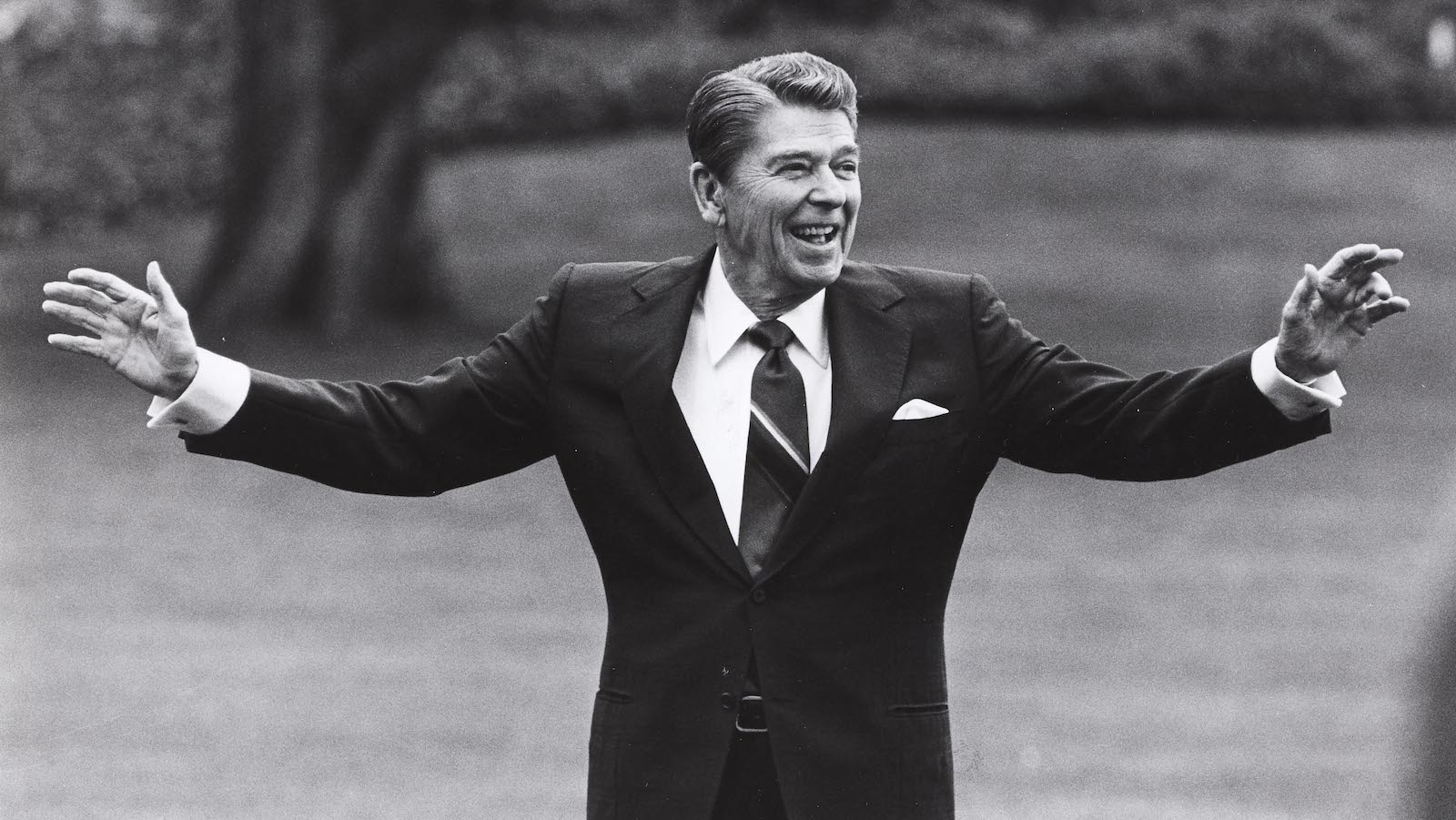 Former U.S. President Ronald Reagan, who forged a conservative revolution that transformed American politics, died on June 5, 2004 after a decade-long battle with Alzheimer's disease, U.S. media reported. Reagan is pictured waving to well-wishers on the south lawn of the White House on April 25, 1986, before departing for a summit in Tokyo.