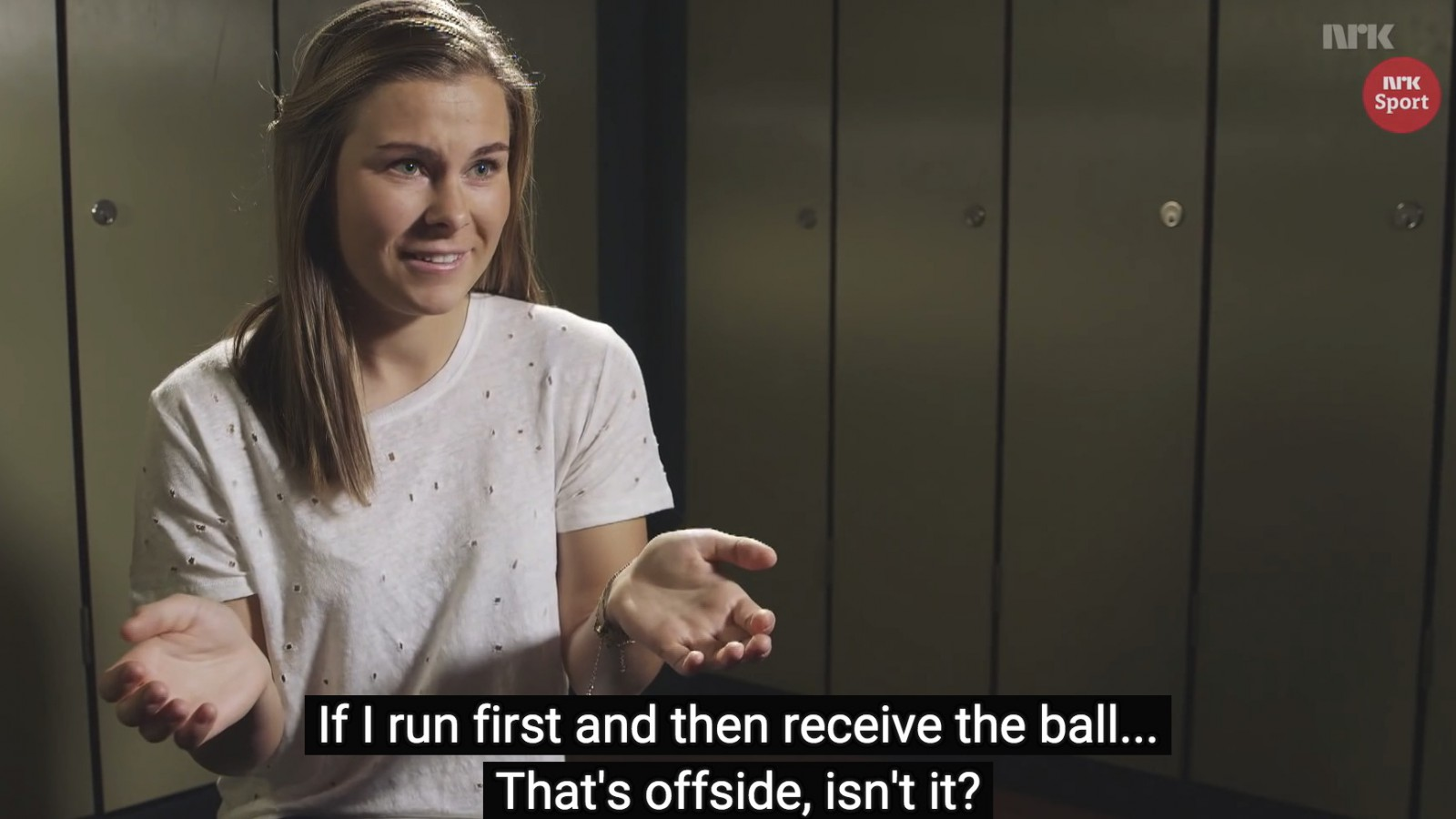 Screenshot from NRK film about female footballers.