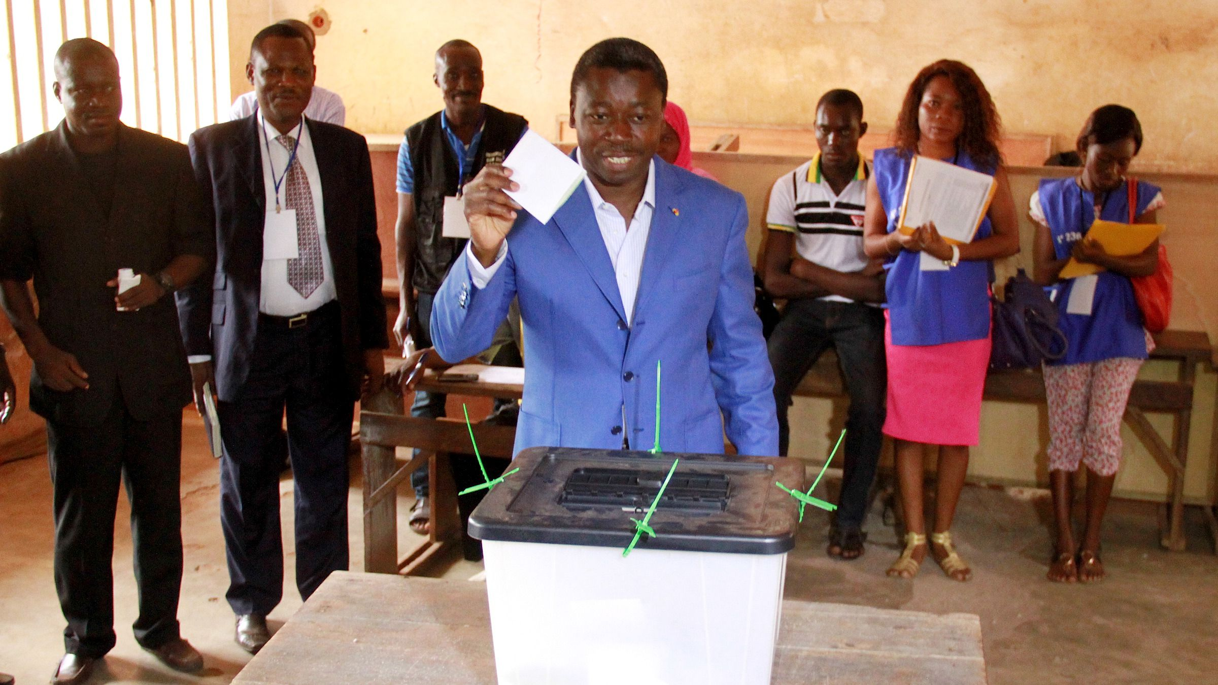 Incumbent presidential candidate Faure Gnassingbe casts his ballot in Lome April 25, 2015. Togo began voting on Saturday in an election expected to give President Gnassingbe a third term in power, facing a divided opposition and last minute changes to the tallying of results. Gnassingbe has been president since 2005 when his father died after 38 years in charge. Campaigning has been largely peaceful and there are no signs of the tensions that led to violence in 2005, when hundreds died after the election.