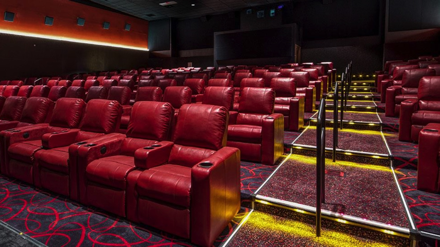 amc movie theaters are trying to increase sales with recliner chairs