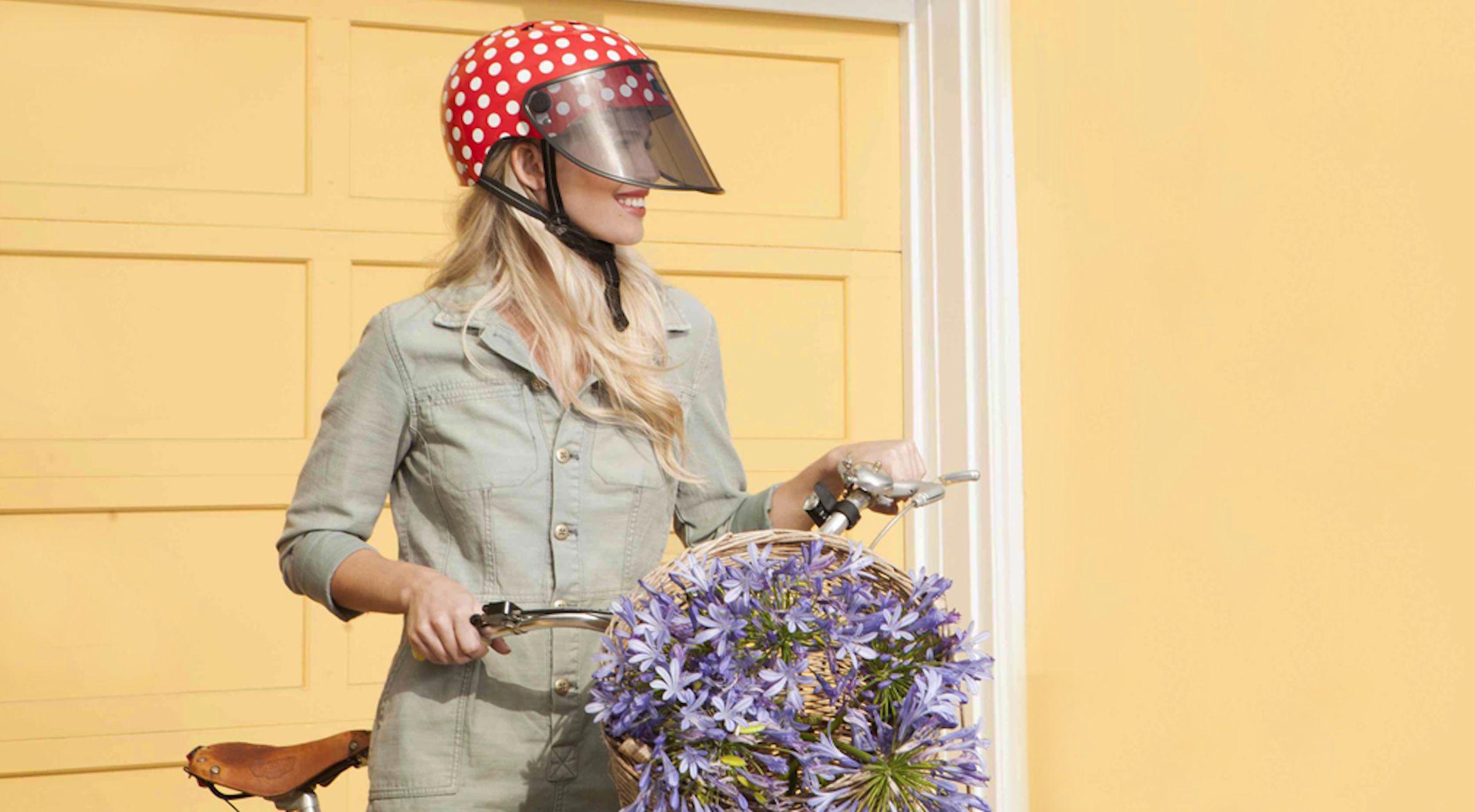 Bouclier visor for sun protection on bike helmet.