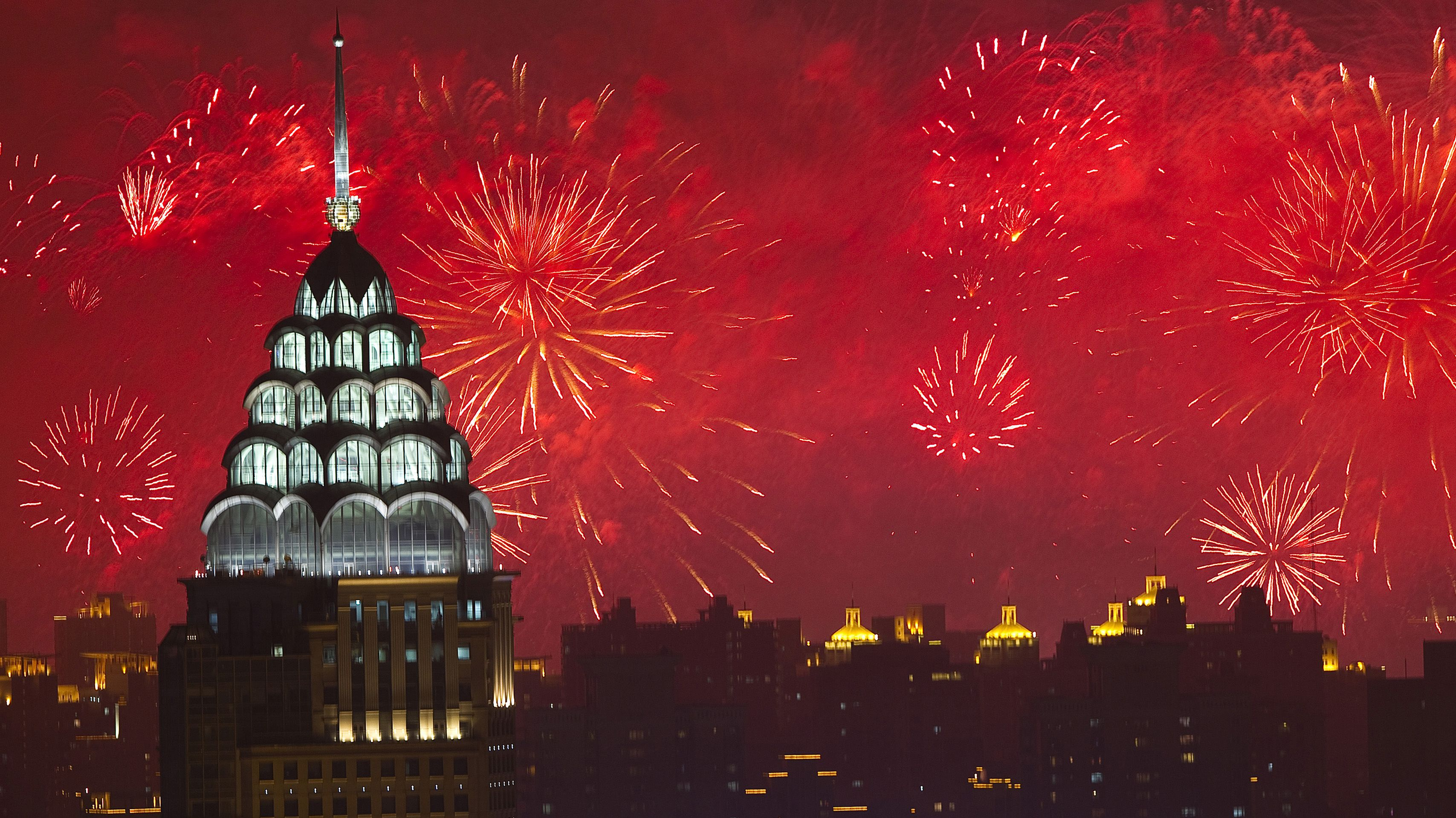 Fireworks light up the Shanghai skyline during the opening ceremony for the Shanghai 2010 World Exhibition, April 30, 2010. REUTERS/Ian Langsdon