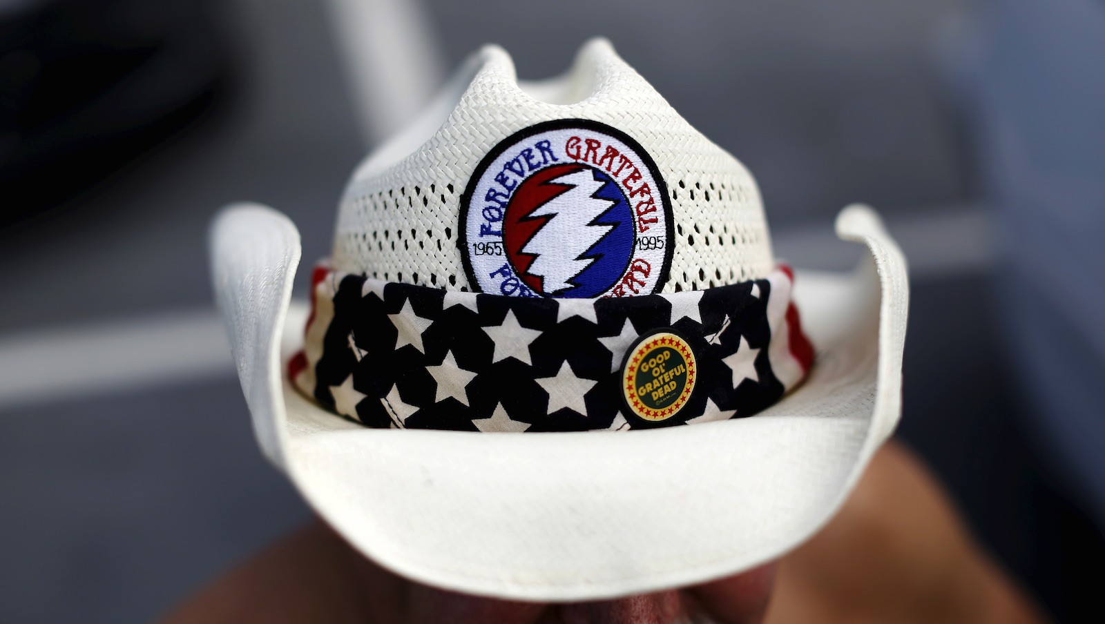 """A Grateful Dead fan wears a patch of the band's logo in the parking lot before """"Fare Thee Well: Celebrating 50 Years of Grateful Dead"""" farewell tour at Levi's Stadium in Santa Clara"""