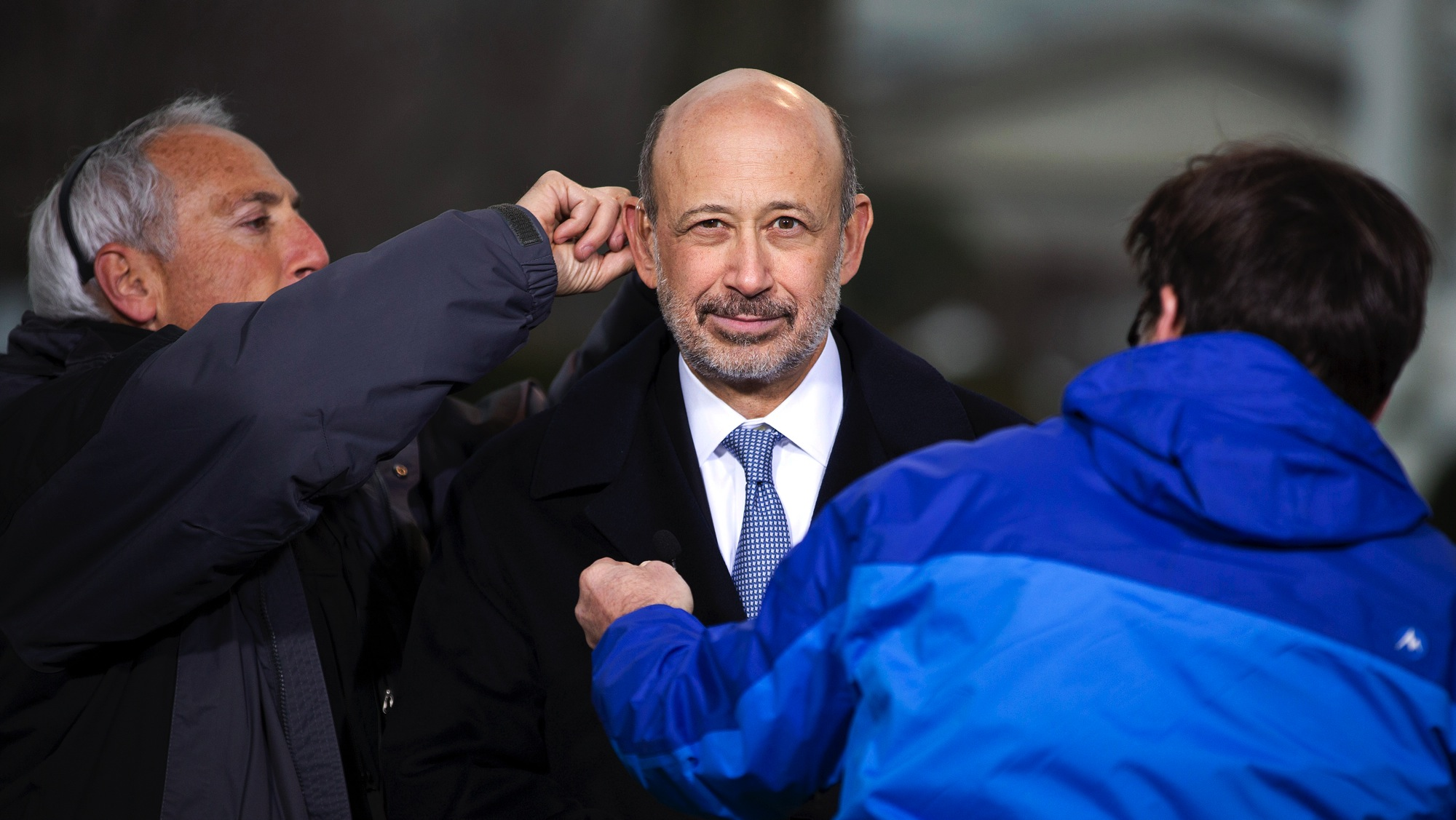 Lloyd Blankfein, Chairman and CEO, Goldman Sachs Group, is helped by technicians after speaking with the media after meeting with U.S. President Barack Obama and other CEOs at the White House in Washington February 5, 2013. Obama meets with chief executives from 12 companies on a variety of topics including immigration reform and how it fits into his broader economic agenda, and his efforts to achieve balanced deficit reduction. REUTERS/Joshua Roberts (UNITED STATES - Tags: POLITICS BUSINESS)