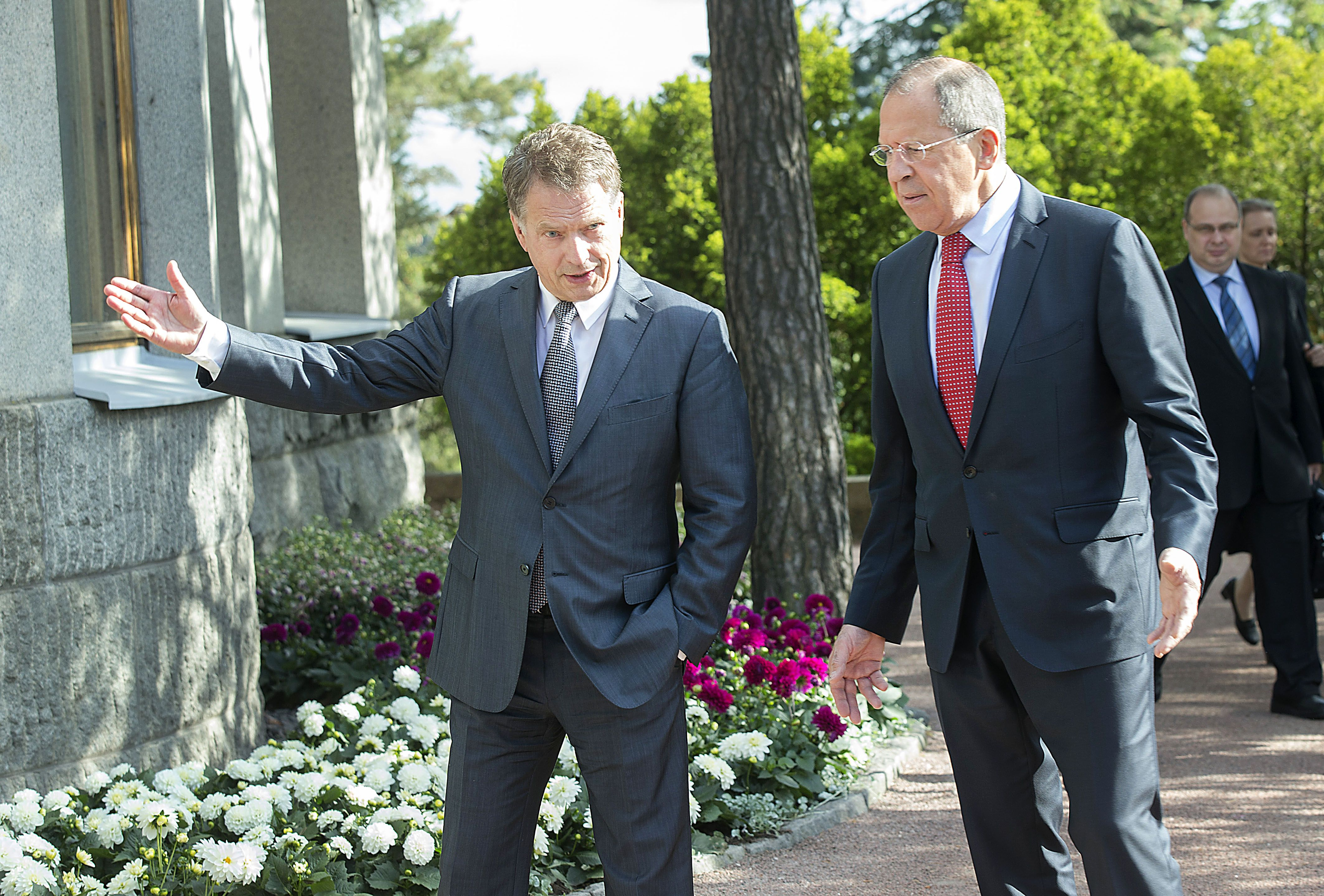 epa04247384 Sergei Lavrov, Foreign Minister of Russian talks with Finland President Sauli Niinistoe at the Presidential Summer house Kultaranta in Naantali Finland, 10 June 2014. The meeting will focus on the situation in Ukraine and other current international issues, including relations between the EU and Russia. The Ministers will also discuss bilateral issues between Finland and Russia as well as regional cooperation, Finland.  EPA/MAURI RATILAINEN FINLAND OUT