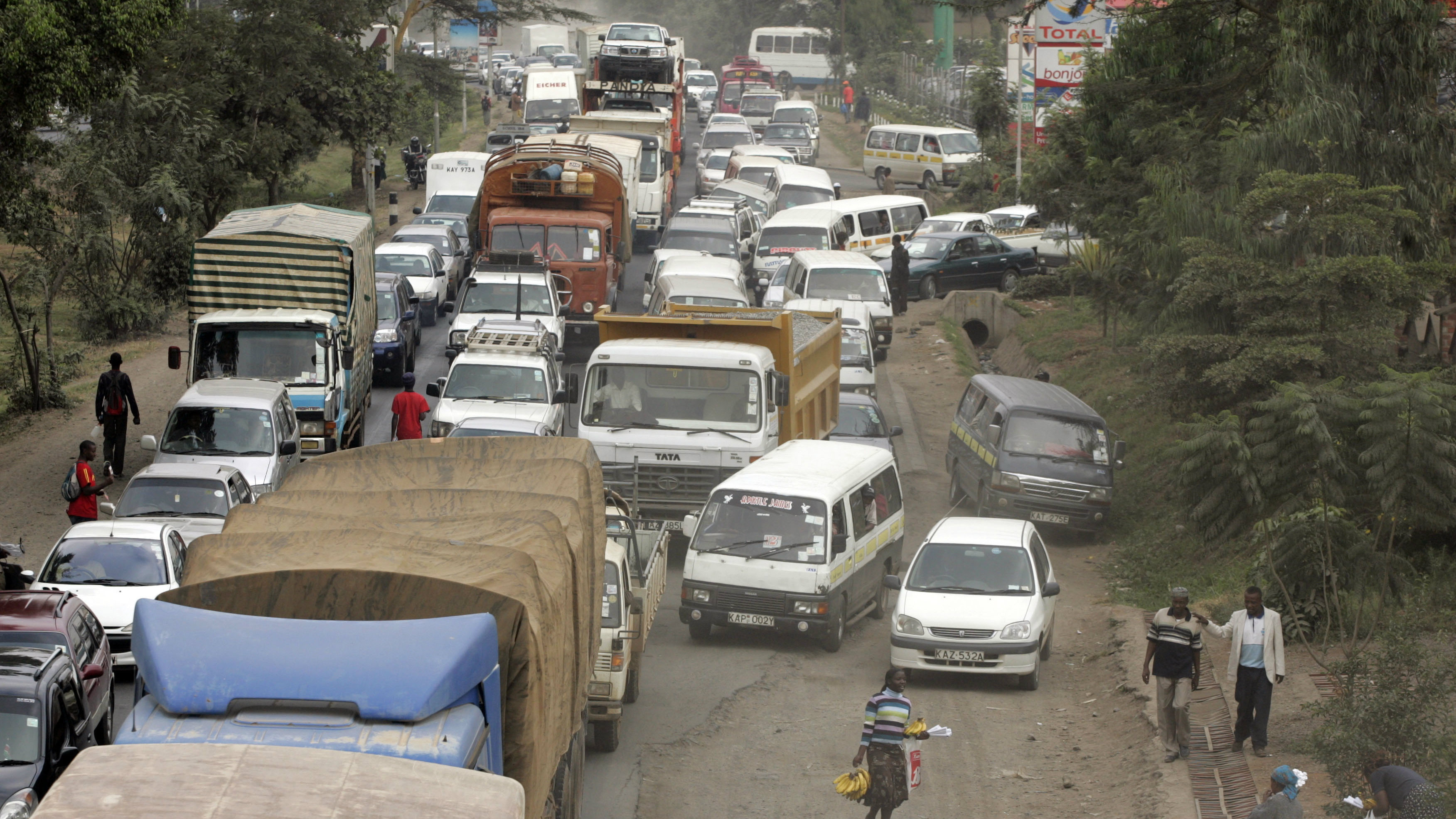 Traffic works its way down a busy Naiorbi, Kenya road June 23, 2008. (AP Photo/Sayyid Azim