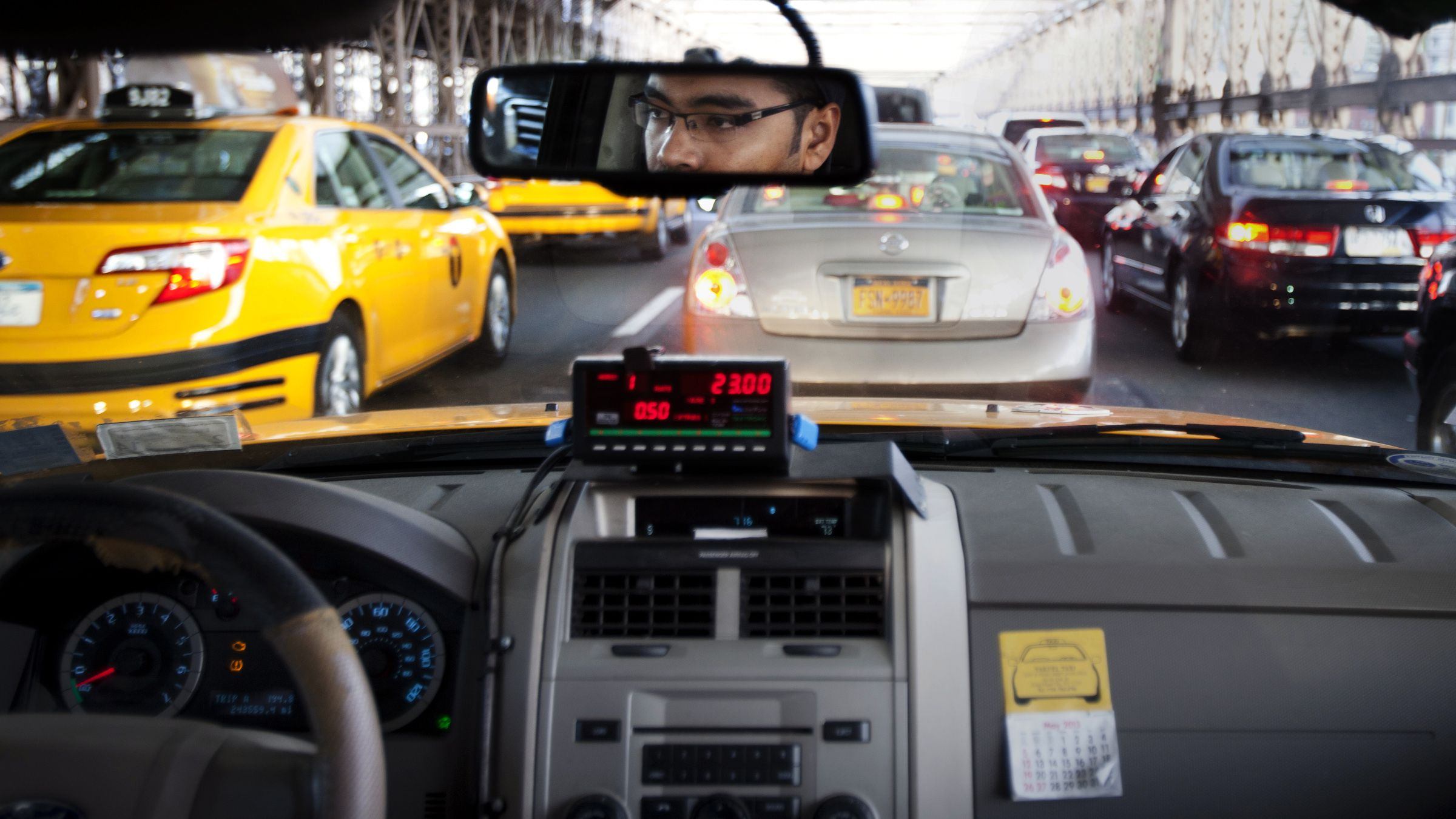 Taxi driver MD Hasan navigates through heavy traffic during Memorial Day over the Brooklyn Bridge in New York May 27, 2013. The bridge reopened on Monday evening after being closed for almost two hours at the end of a holiday weekend while New York City police investigated an unattended vehicle.