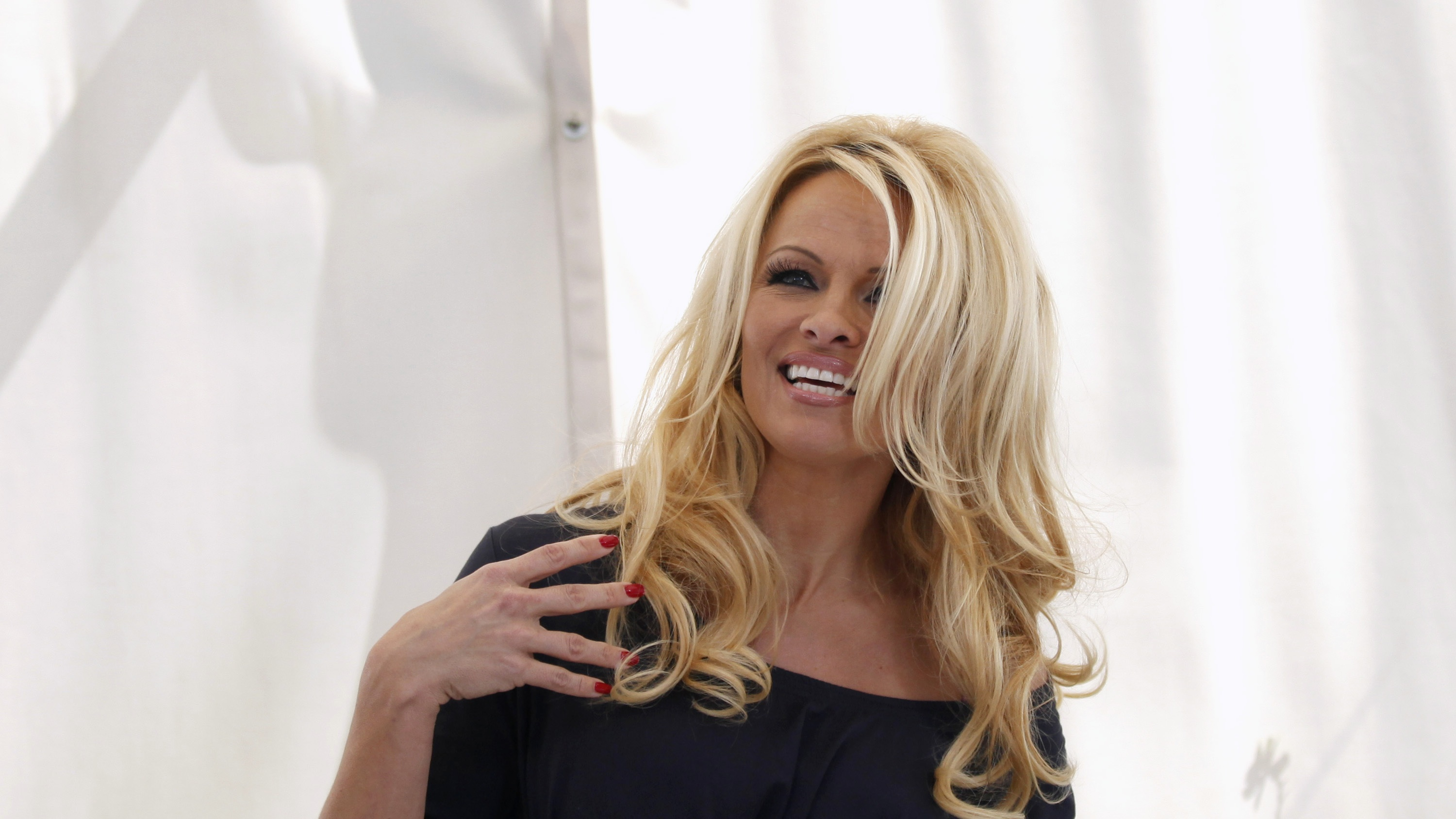 images Pamela Anderson's Tips For Buying Your Girlfriend Underwear
