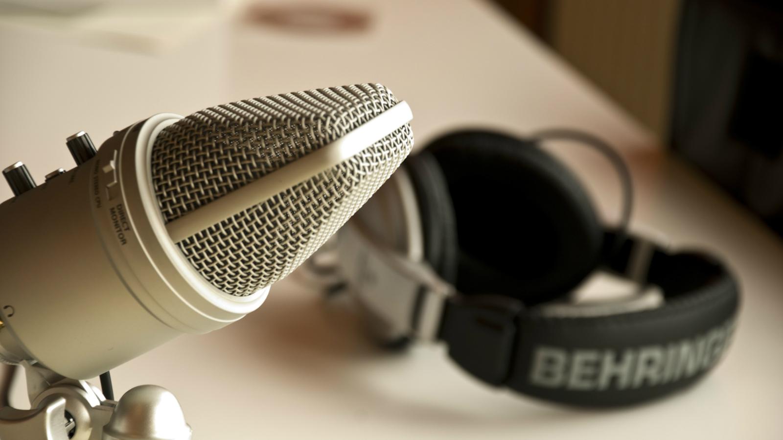 India-Podcast-Smartphone