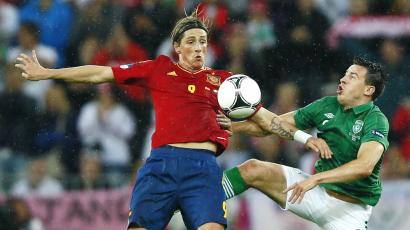 Spain's Fernando Torres (L) battles for the ball with Ireland's Sean St Ledger during their Group C Euro 2012 soccer match.