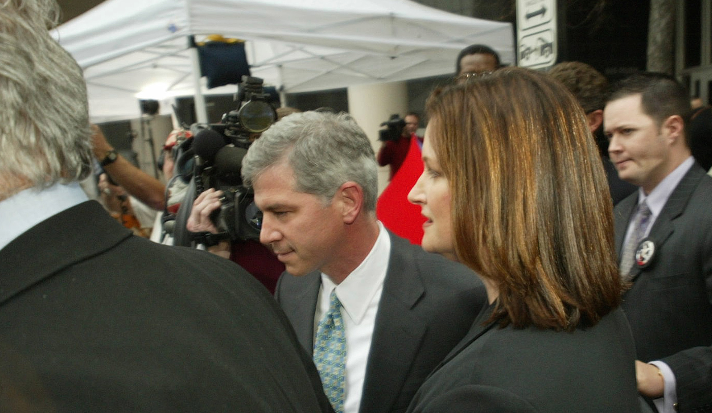 Former Enron CFO Andrew Fastow (L) and wife Lea Fastow (R) leave the Federal Courthouse in Houston after the pair accepted plea bargains, January 14, 2004. Andrew Fastow pleaded guilty Wednesday to wire and securities fraud charges in the scandal that bankrupted the energy trading giant and agreed to cooperate with prosecutors in exchange for a 10-year prison sentence. Fastow, 42, also was to forfeit $29 million in assets, most of which were previously frozen by federal authorities who said he got them illegally. Lea Fastow pleaded guilty to one count of filing a false tax return in a deal that would put her in jail for at least five months. REUTERS/Tim Johnson  TCJ/HK - RTRA90O