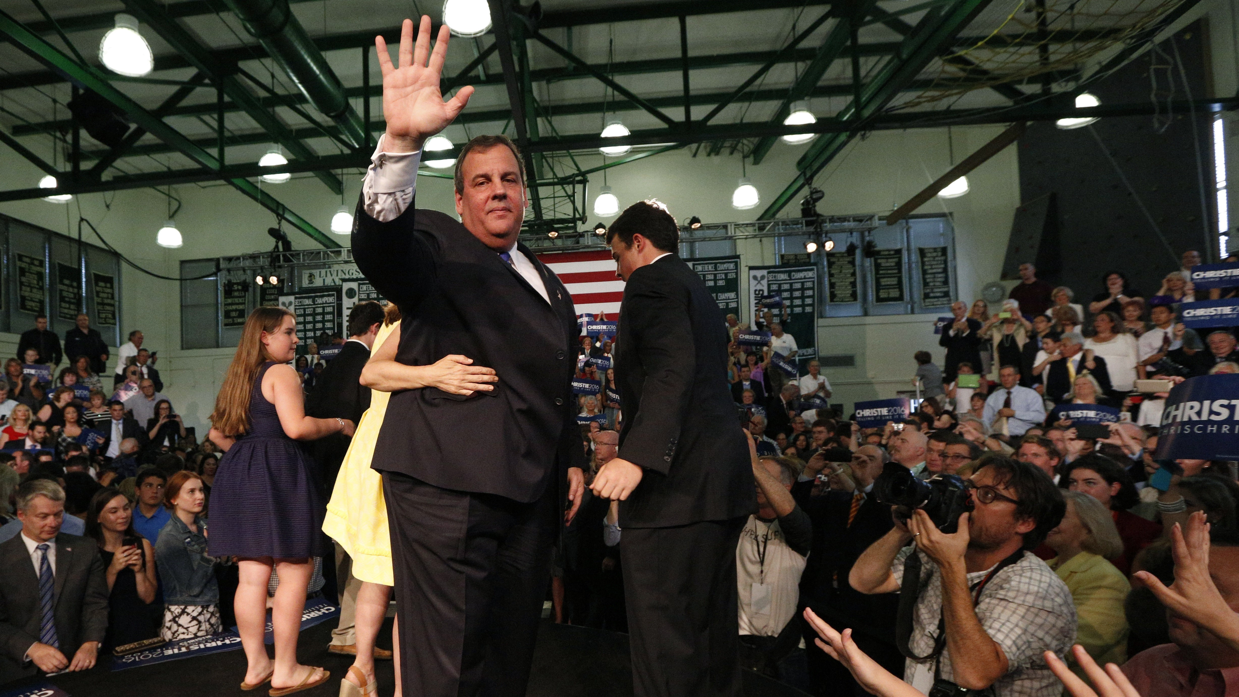 Republican U.S. presidential candidate and New Jersey Governor Chris Christie waves after formally announcing his campaign for the 2016 Republican presidential nomination during a kickoff rally at Livingston High School in Livingston, New Jersey, June 30, 2015.