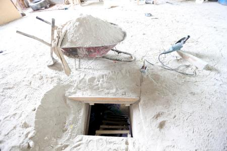 "The hole that saw ""El Chapo"" disappear"