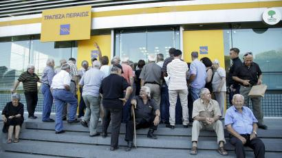 People wait to enter a Piraeus Bank branch at the city of Iraklio in the island of Crete, Greece July 20, 2015.