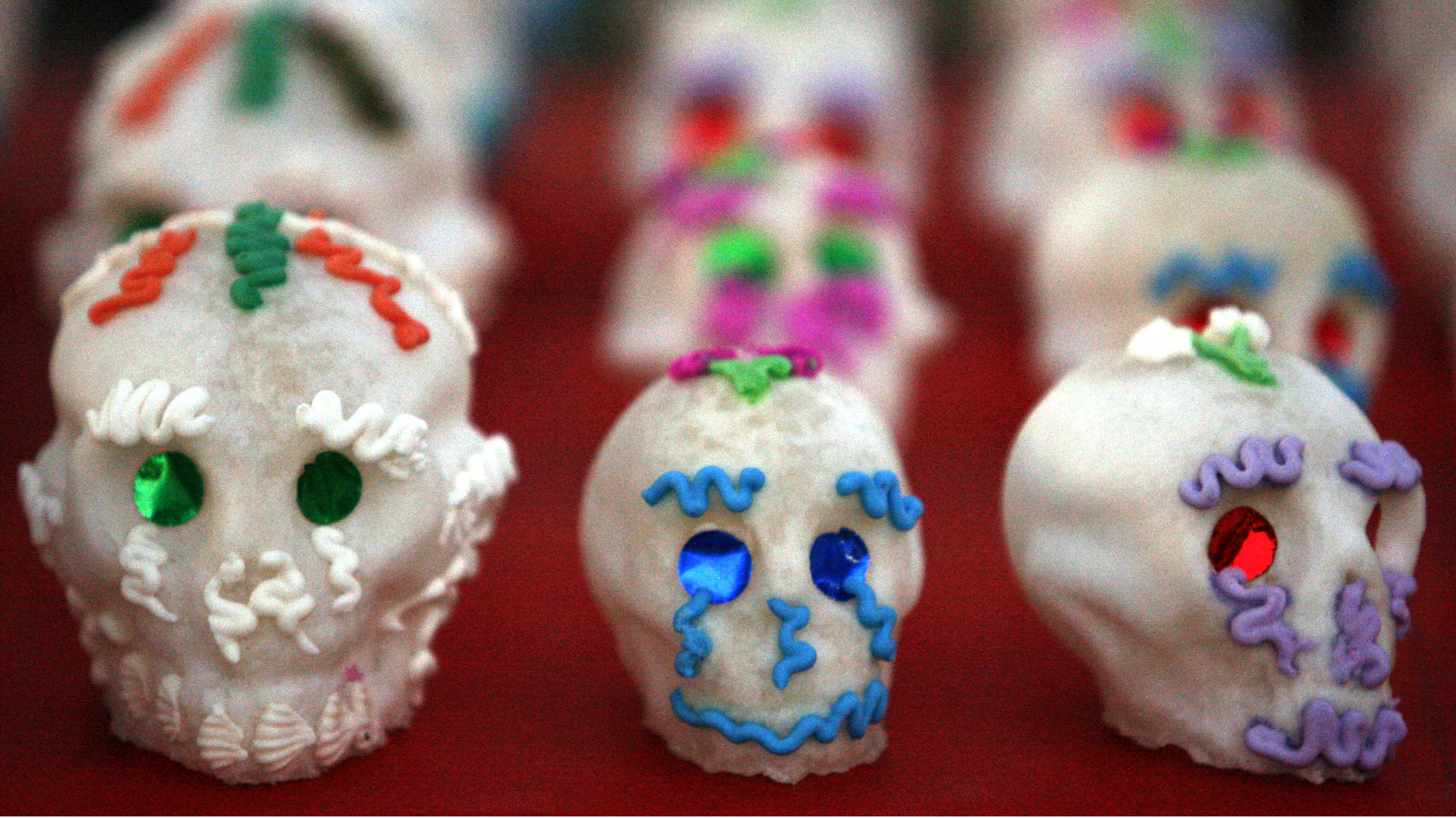 "Candy skulls are seen for sale as part of ""Dia De Los Muertos"" or ""Day of the Dead"" festivities in Los Angeles November 1, 2007. REUTERS/Lucy Nicholson (UNITED STATES)"
