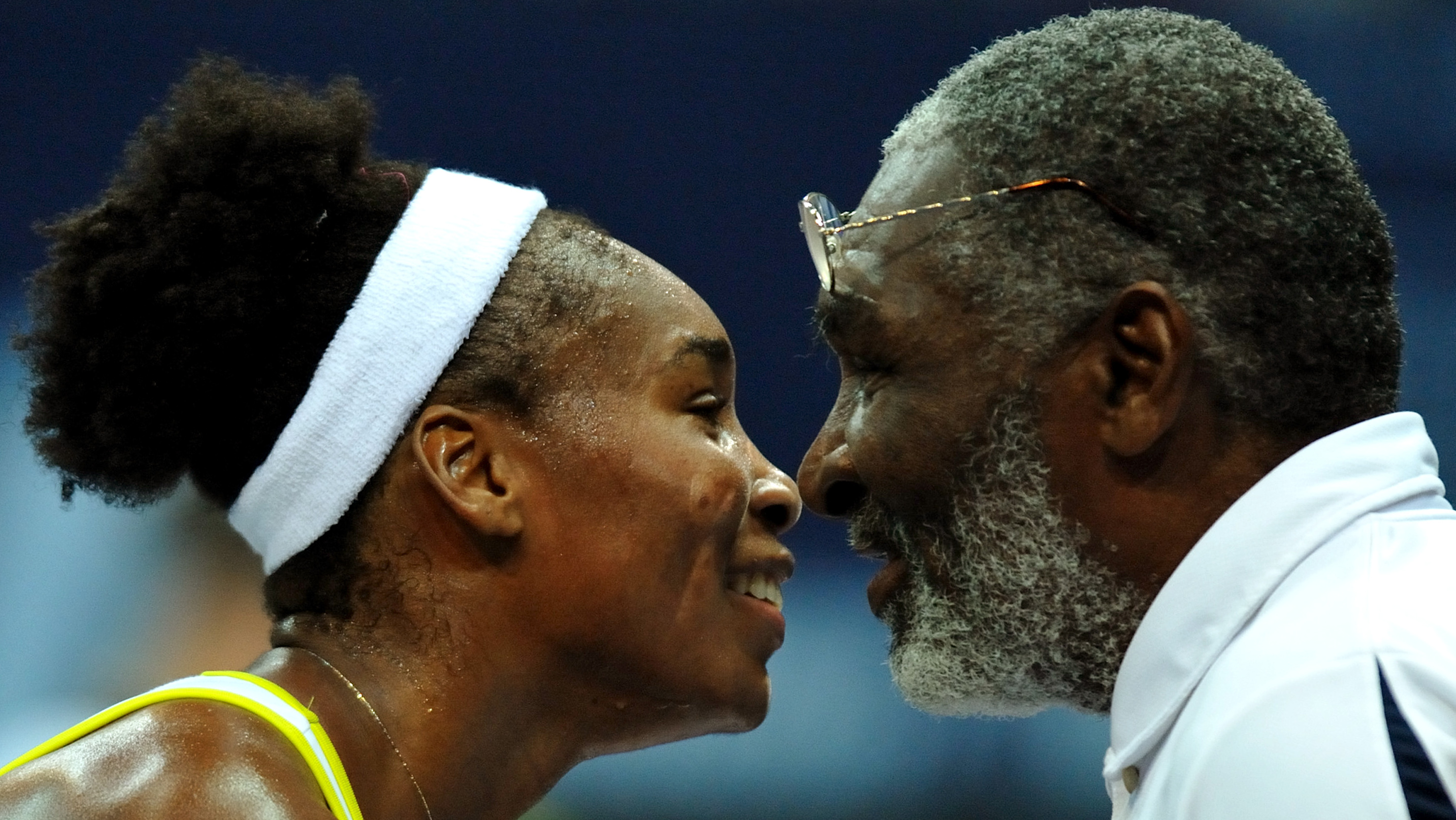 Venus Williams of the U.S. is congratulated by her father Richard Williams (R) after winning the final match against Italy's Flavia Pennetta at the WTA Zurich Open tennis tournament at the Hallenstadion in Zurich October 19, 2008. Williams won the match 7:6 (7:1) 6:2.  REUTERS/Arnd Wiegmann  (SWITZERLAND) - RTX9PO6