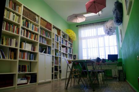 At Manolis Andronikos Gymnasio, a 100-student elementary school in Vergina, teachers have hung umbrellas from the ceiling to bring color to their very small library.
