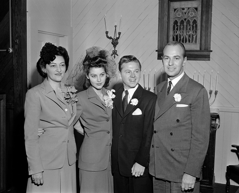 Ava Gardner marries Mickey Rooney, 1942
