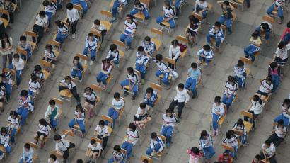 Students from different classes attend an outdoor joint lesson outside a school building in Guangzhou, Guangdong province April 18, 2014.