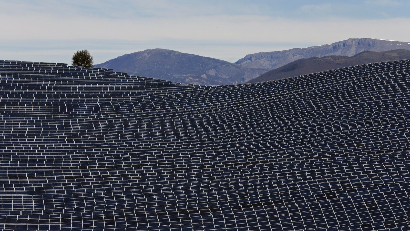 What Saudi Arabia's 200 GW solar power plant would look like from