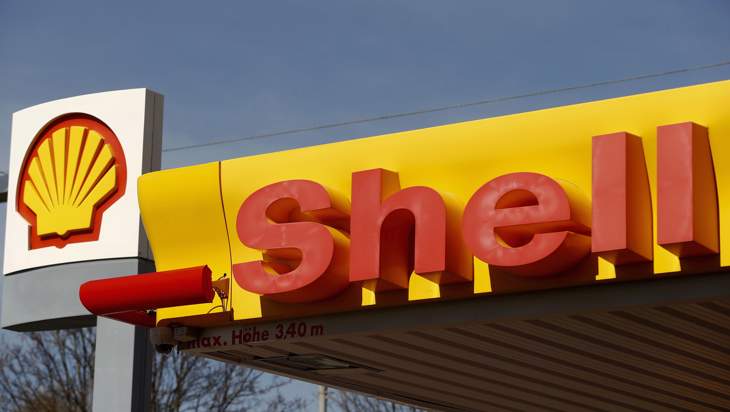 Shell's company logo is pictured at a gas station in Zurich April 8, 2015. BG Group's bonds traded up strongly on Wednesday on the back of Royal Dutch Shell's US$70bn offer to buy the UK firm.  REUTERS/Arnd Wiegmann  - RTR4WHOH