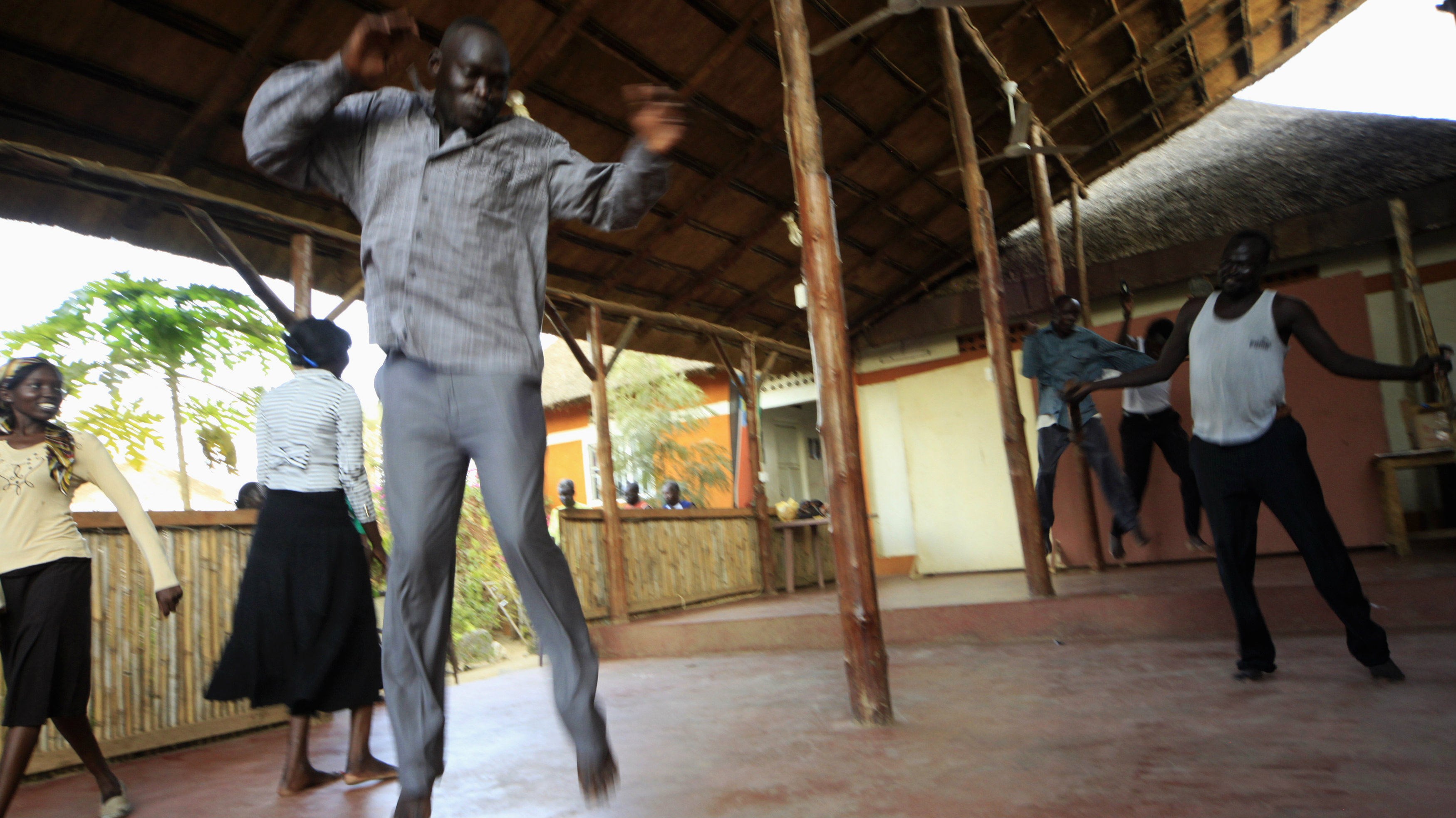Actors from the South Sudan Theatre Company perform during theatre training as they prepare for the upcoming World Shakespeare Festival, in Juba March 27, 2012. Thousands of artists worldwide including South Sudan will participate in about 70 productions, supporting events and exhibitions in Britain as part of the festival. The festival takes place from April 23. Picture taken March 27, 2012. REUTERS/ Mohamed Nureldin Abdallah (SOUTH SUDAN - Tags: SOCIETY ENTERTAINMENT)