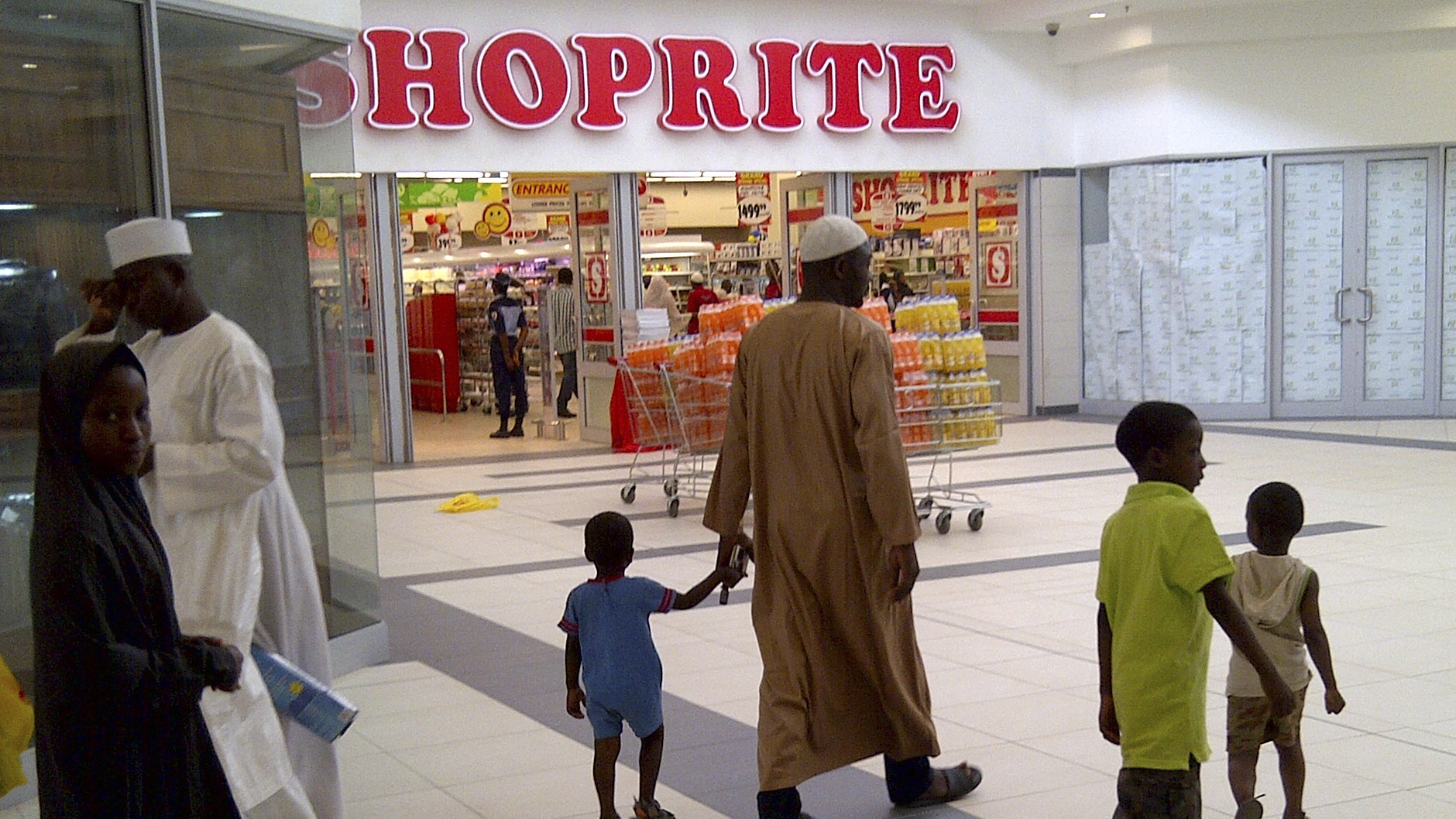 South Africa's Shoprite supermarket has the edge on Walmart's Nigeria plans