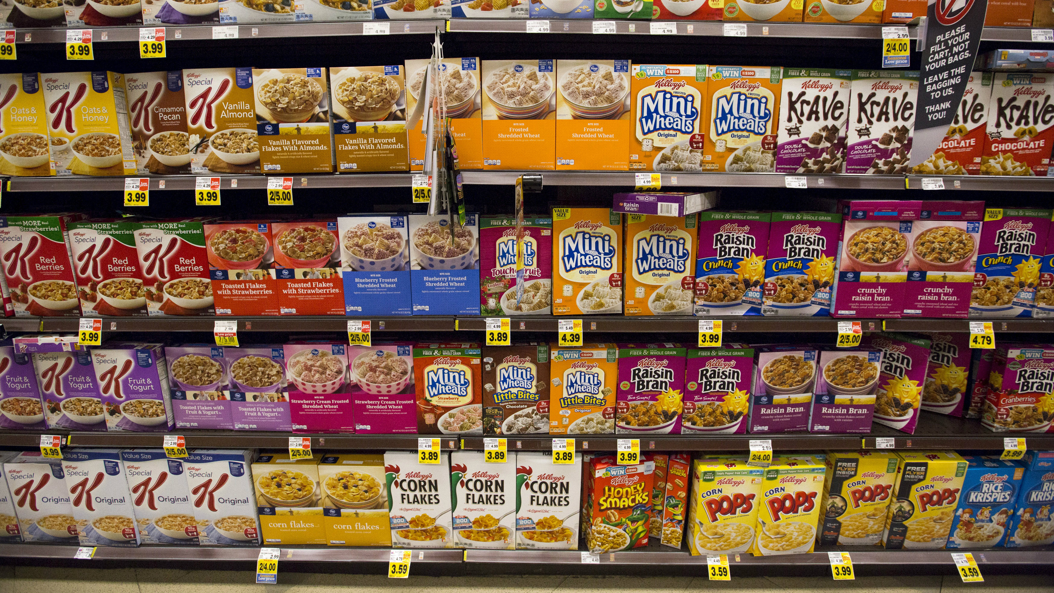 Various types of Kellogg'så cereals are pictured at a Ralphs grocery store in Pasadena, California August 3, 2015. REUTERS/Mario Anzuoni