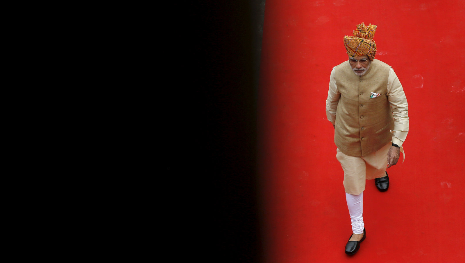 Indian Prime Minister Narendra Modi arrives to address the nation from the historic Red Fort during Independence Day celebrations in Delhi, India, August 15, 2015. Modi sought to shed an image that he governs for big business on Saturday, vowing to help the poor in an annual speech aimed at bolstering popularity rather than tackling setbacks to his economic reform plans.