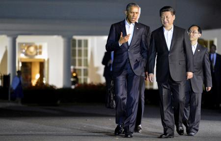 U.S. President Barack Obama (L) chats with Chinese President Xi Jinping as they walk from the West Wing of the White House to a private dinner across the street at Blair House, in Washington, September 24, 2015.