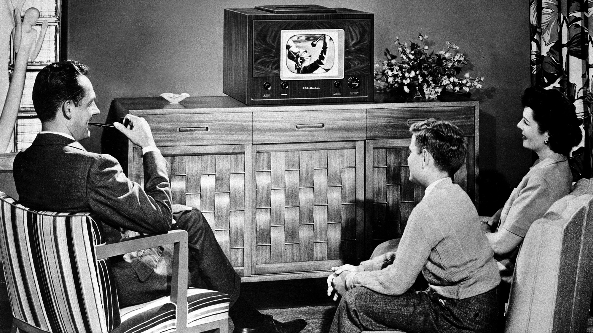 1940s family watching tv