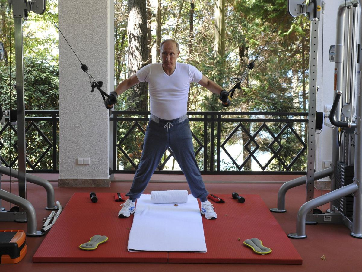 Photos Vladimir Putin Is Pumping Iron Sipping Tea In 1 400 Sweatpants Quartz