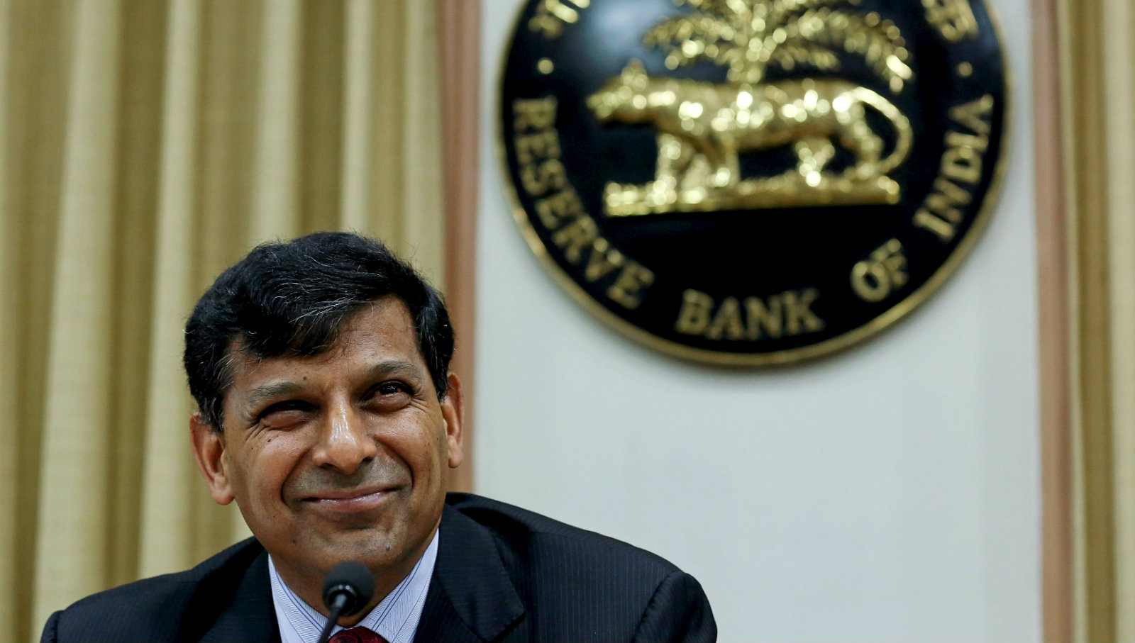 Reserve Bank of India (RBI) Governor Raghuram Rajan listens to a question at a news conference after the bi-monthly monetary policy review in Mumbai, India, June 2, 2015. India's central bank cut its policy interest rate by a quarter percentage point on Tuesday, easing policy for a third time this year, in a move that was widely expected as policymakers try to put the improving economy on a firmer footing.