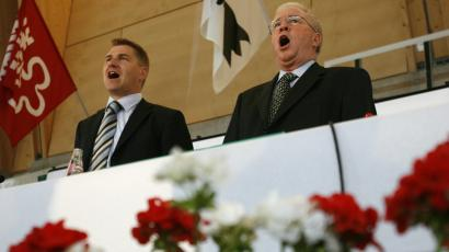 Swiss minister of justice Christoph Blocher (R) and National Councillor Toni Brunner sing the Swiss National anthem during the Swiss People's Party congress in Liestal June 30, 2007.
