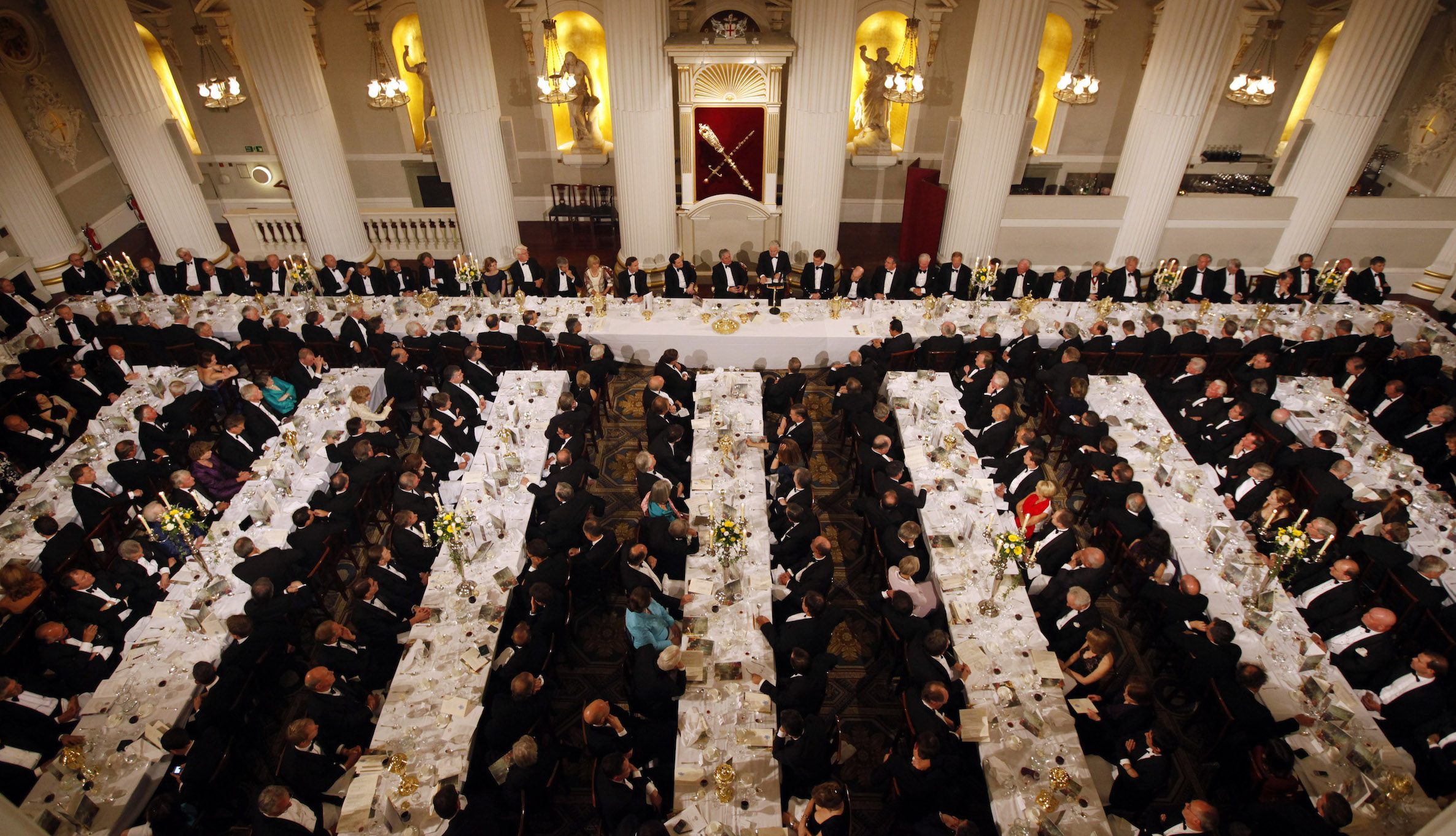 Bank of England Governor Mervyn King speaks at the Lord Mayor's dinner to the Bankers and Merchants of the City of London at Mansion House in London June 16, 2010. REUTERS/Suzanne Plunkett (BRITAIN - Tags: BUSINESS) - RTR2F9SE